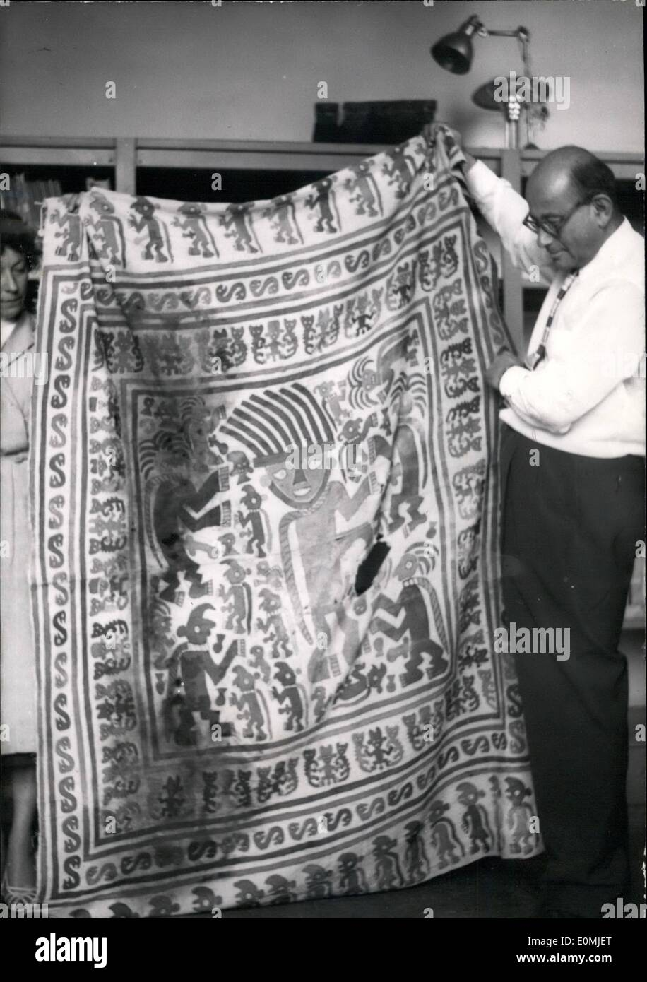 Sep. 09, 1955 - 1,000 year old Peruvian Shroud on view in Paris Museum: Mr. John Wise, American art collector, displaying his donation to the Paris Musee De L'Homme, an ancient shroud dating back to over 1,000 years discovered in a tomb in Peru - Stock Image