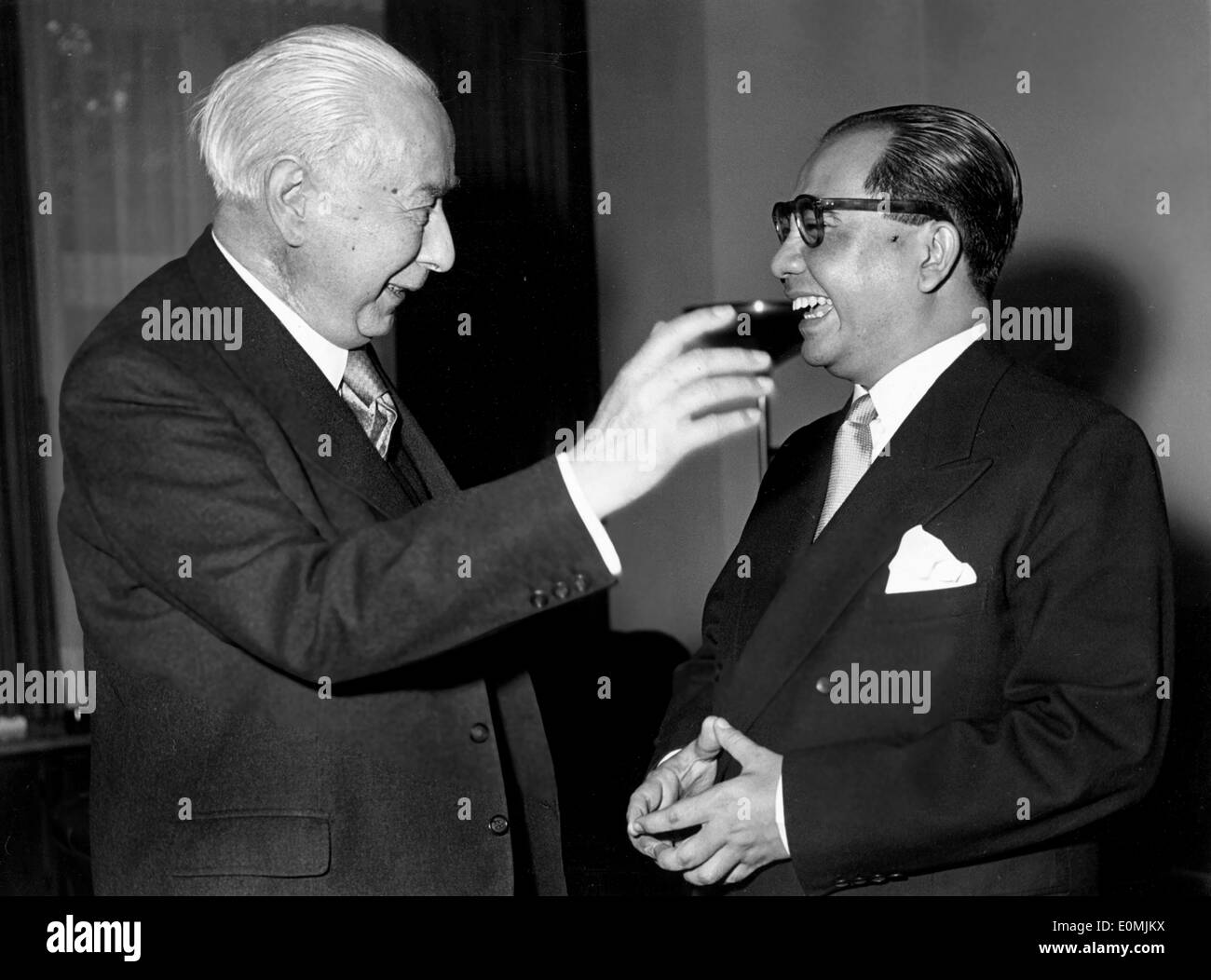 Theodor Heuss chatting with Foreign Minister Ade Anak - Stock Image