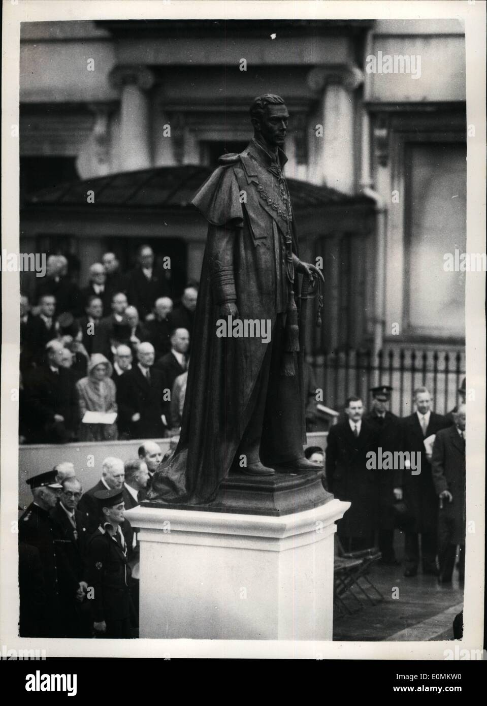 Oct. 10, 1955 - Queen Un~eils memorial to her father. Crowds filing past king George VI Statue.: H.M. The Queen this morning - in the presence of other members of the Royal Family - unveiled the statue to her father King George VI - in Carlton Gardens. Photo shows View of the memorial - after the unvelling ceremony at Carlton Gardens this morning. Stock Photo