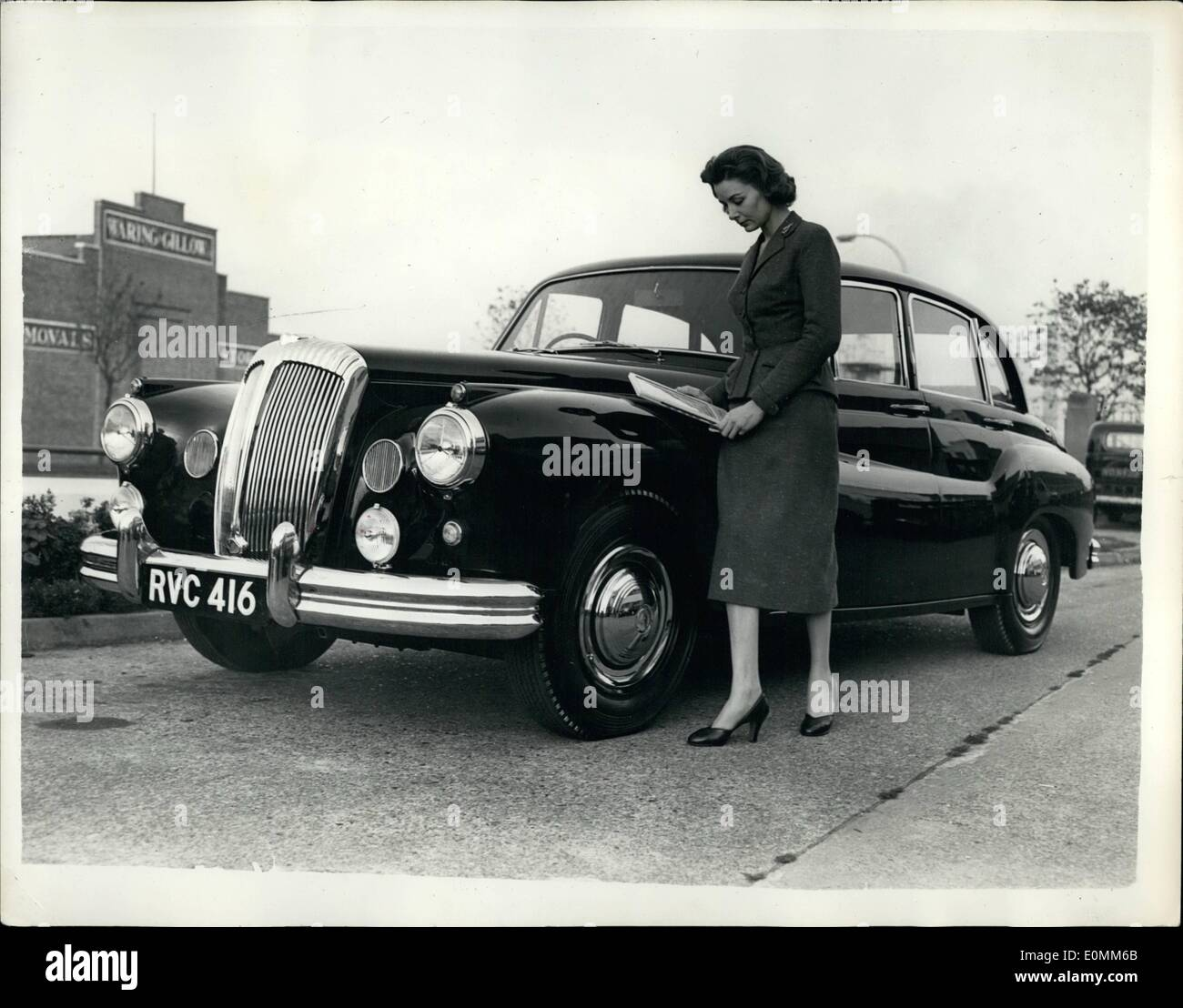 Oct. 10, 1955 - The New Daimler One-O-Four Tops 100 M.P.H... Designed For The ladies. Keystone Photo Shows:- View of the new Daimler One-O-Four car which replaces the Regency Model - which is to be seen at the forthcoming Car Show. It has 137 brake horse power and tops 100 m.p.h.. It has been equipped for the lady motorist - having a vanity case in the central arm rest at the rear - has a telescopic umbrella housed forward at the nearside passenger door.. Price is £2,983 inclusive of purchase tax. - Stock Image
