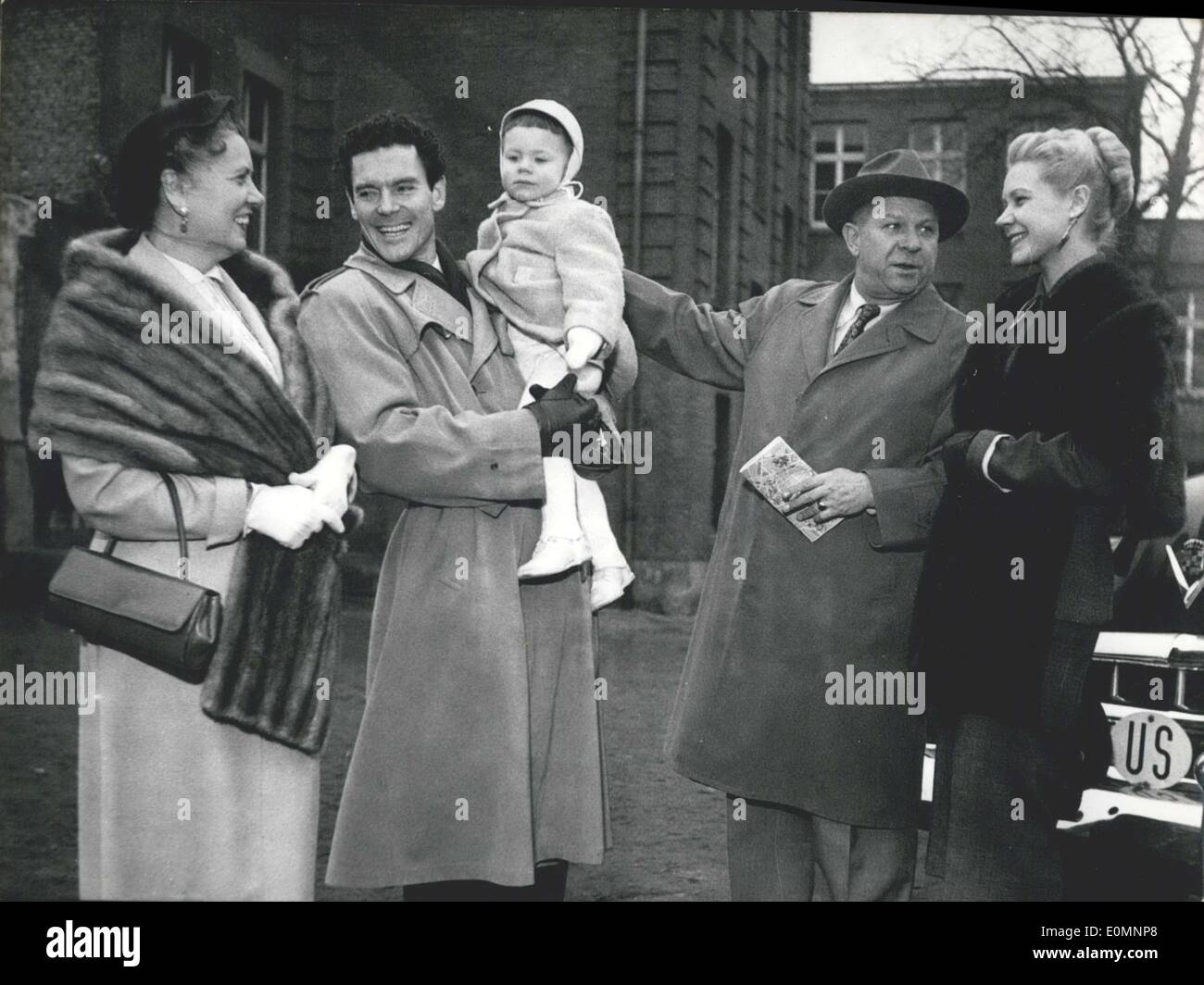 Mar. 29, 1956 - Dorothy Goos and Murray Galbraith, who have been married for ten years and belong to the ice skating Stock Photo