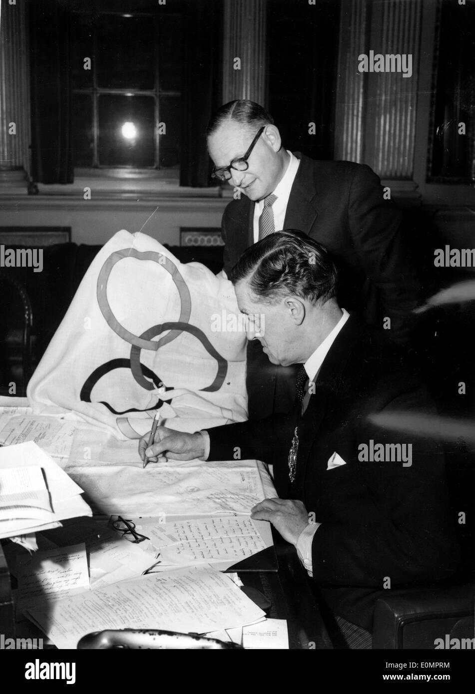 Paul Morawetz has Lord Ackroyd sign Olympic flag - Stock Image