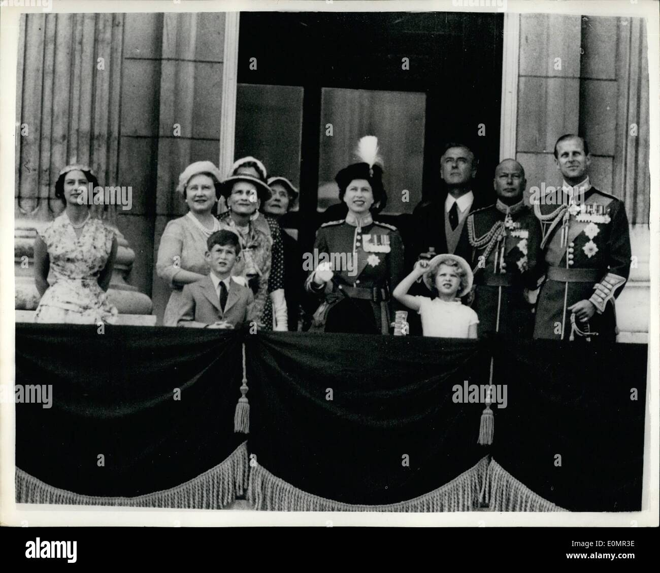 May 05, 1956 - Royals watch the fly-past: H.M. The Queen took the salute from teh balcony of Buckingham Palace, at today's fly-past of 18 four-engined Shackleton long-range maritime aircraft of R.A.F. Coastal Command, to mark her Majesty's official birthday. The fly-past followed the traditional Trooping the Colour ceremony on Horse Guards Parade. Photo shows seen watching the fly-past on the balcony of Buckingham Palace are, from left; Princess Margaret, the Queen Mother; The Duchess of Gloucester; Queen Elizabeth; Earl Mountbatten - Stock Image