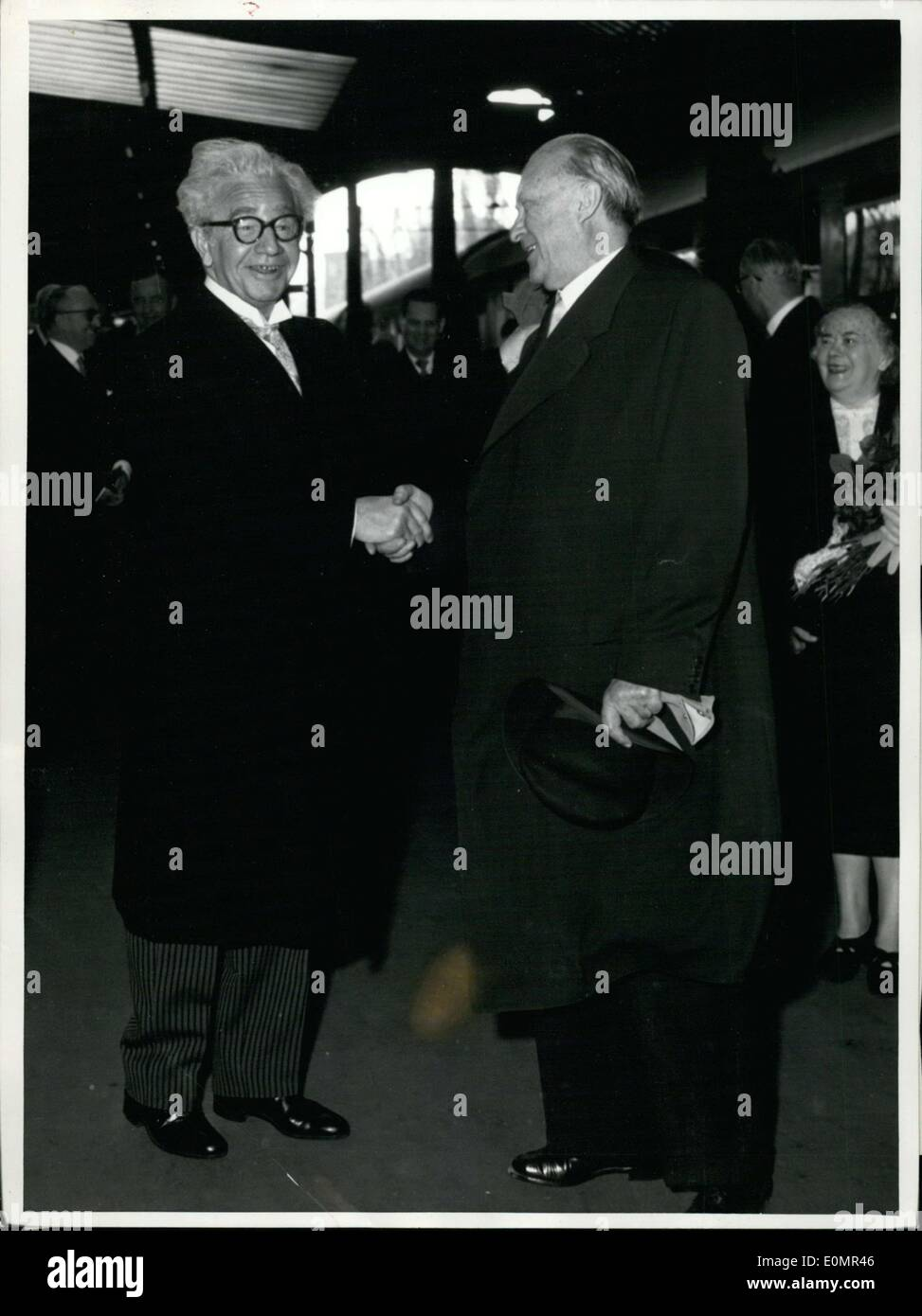 May 07, 1956 - Icelandic state-visit in Germany... On Monday mid-morning Icelandic Prime Minister Olafur Thors and Icelandic Foreign Minister Dr. Kristinn Gudmundsson arrived at the main station in Bonn and were greeted by Chancellor Dr. Adenauer. The Icelandic guests will lead talks in Bonn during their four-day stay in the country, as well as visit electric and steel plants in the Ruhr region and a winery in R?desheim. Pictured: At Bonn station: Prime Minister Thors and Chancellor Dr. Adenauer. - Stock Image