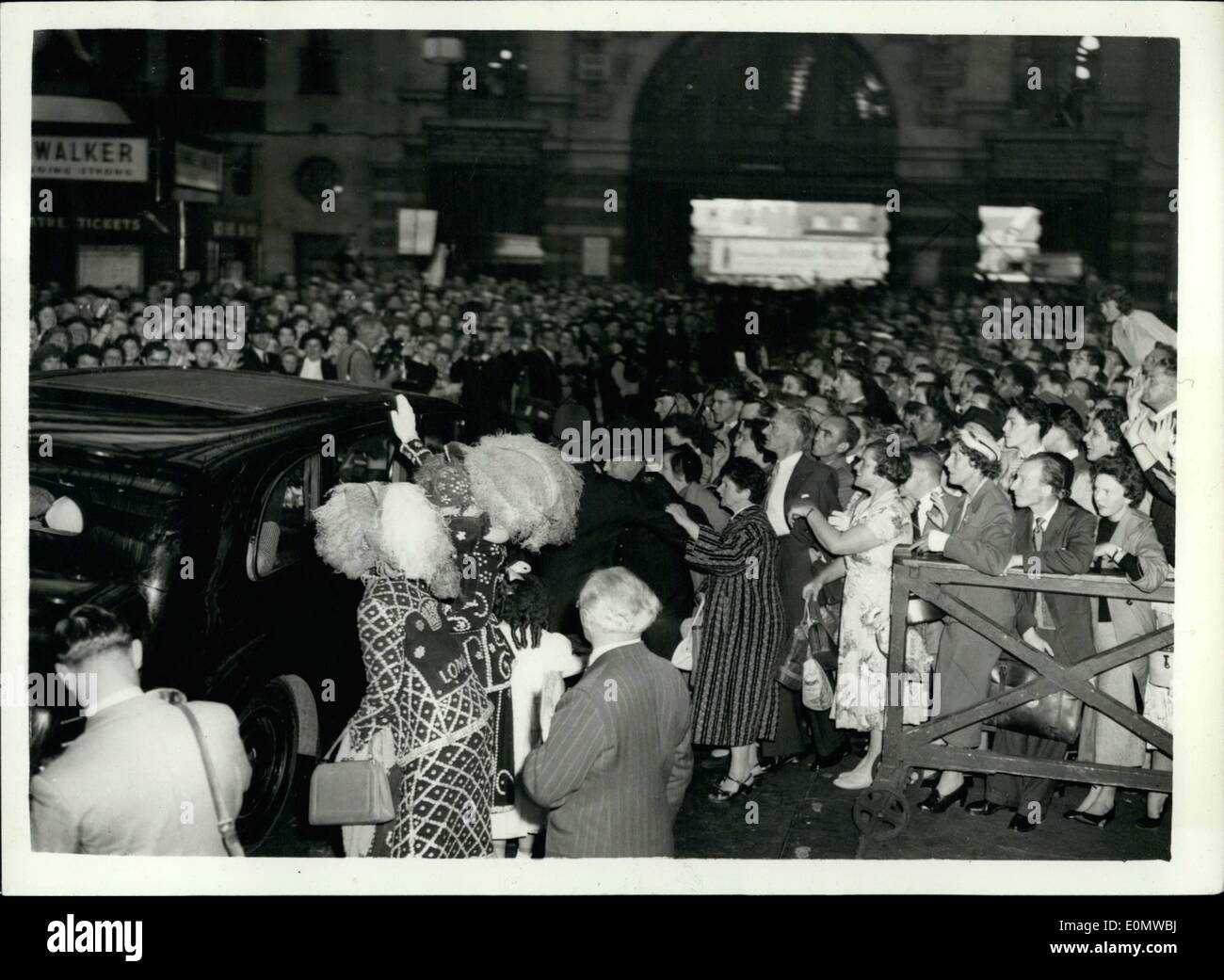 Sep. 09, 1956 - Liberace Arrives In London. Photo shows General view showing crowds surging round Liberace's car, when he left Waterloo Station today - after his arrival. - Stock Image
