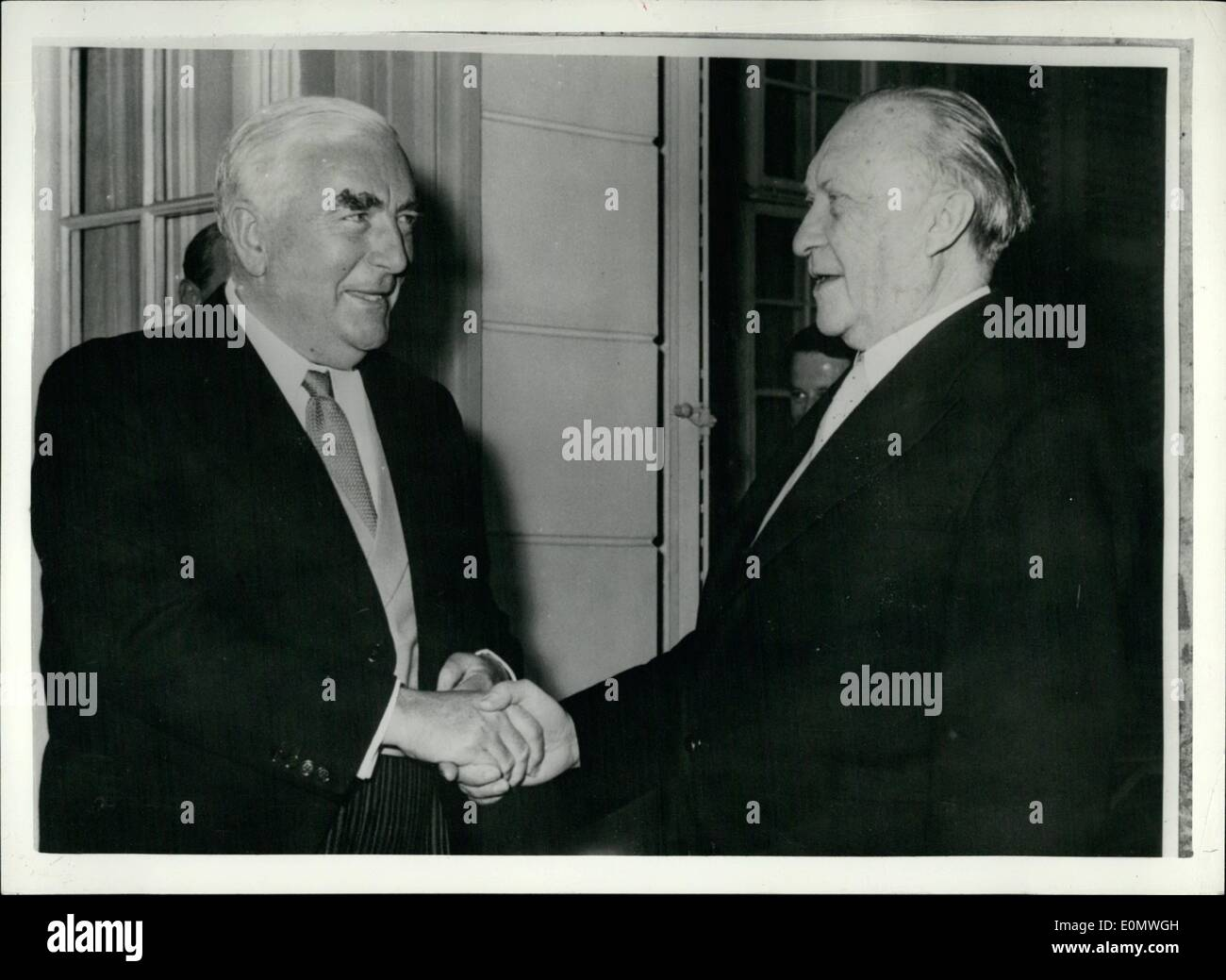 robert gordon menzies Conclusion: sir robert gordon menzies is a prime example of patriot, representative of all australians and a man who didn't resort to popular phrases or statements, when sir robert said something then he went through with it, ensuring that the best interests of all australians be the prime priority at all times.