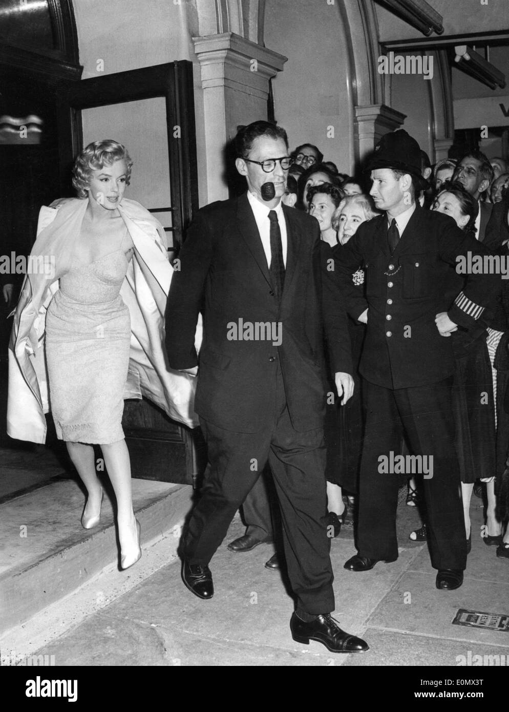 Actress Marilyn Monroe and Arthur Miller leave Lyric Theatre - Stock Image