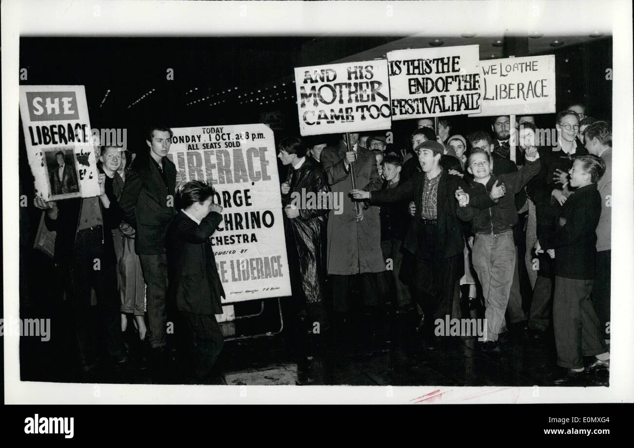 Oct. 10, 1956 - Demonstrators with placards saying ''We Loathe Liberace'' Paraded outside the Royal - Stock Image