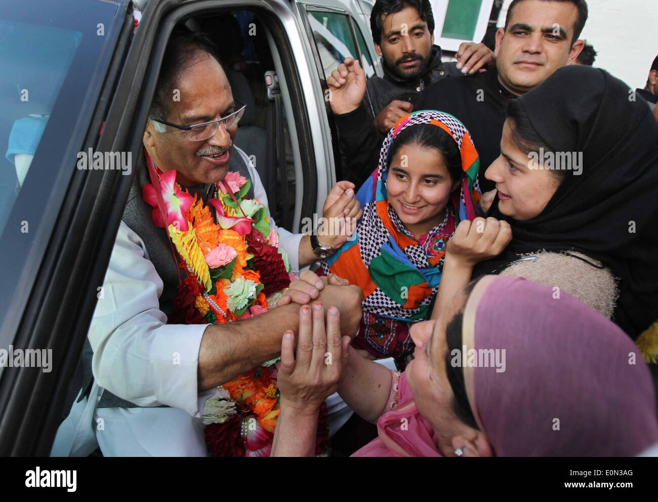 Srinagar, Indian-controlled Kashmir. 16th May, 2014. Supporters of Indian controlled Kashmir's main opposition party, Peoples Democratic Party (PDP), greet their party leader Tariq Hamid Kara after he was declared winner for a parliamentary seat, in Srinagar, the summer capital of Indian-controlled Kashmir, May 16, 2014. The region's main opposition Peoples Democratic Party (PDP) and right-wing Hindu nationalist Bhartiya Janta Party (BJP) Friday swept polls by winning three seats each in the region, officials said. Credit:  Javed Dar/Xinhua/Alamy Live News - Stock Image
