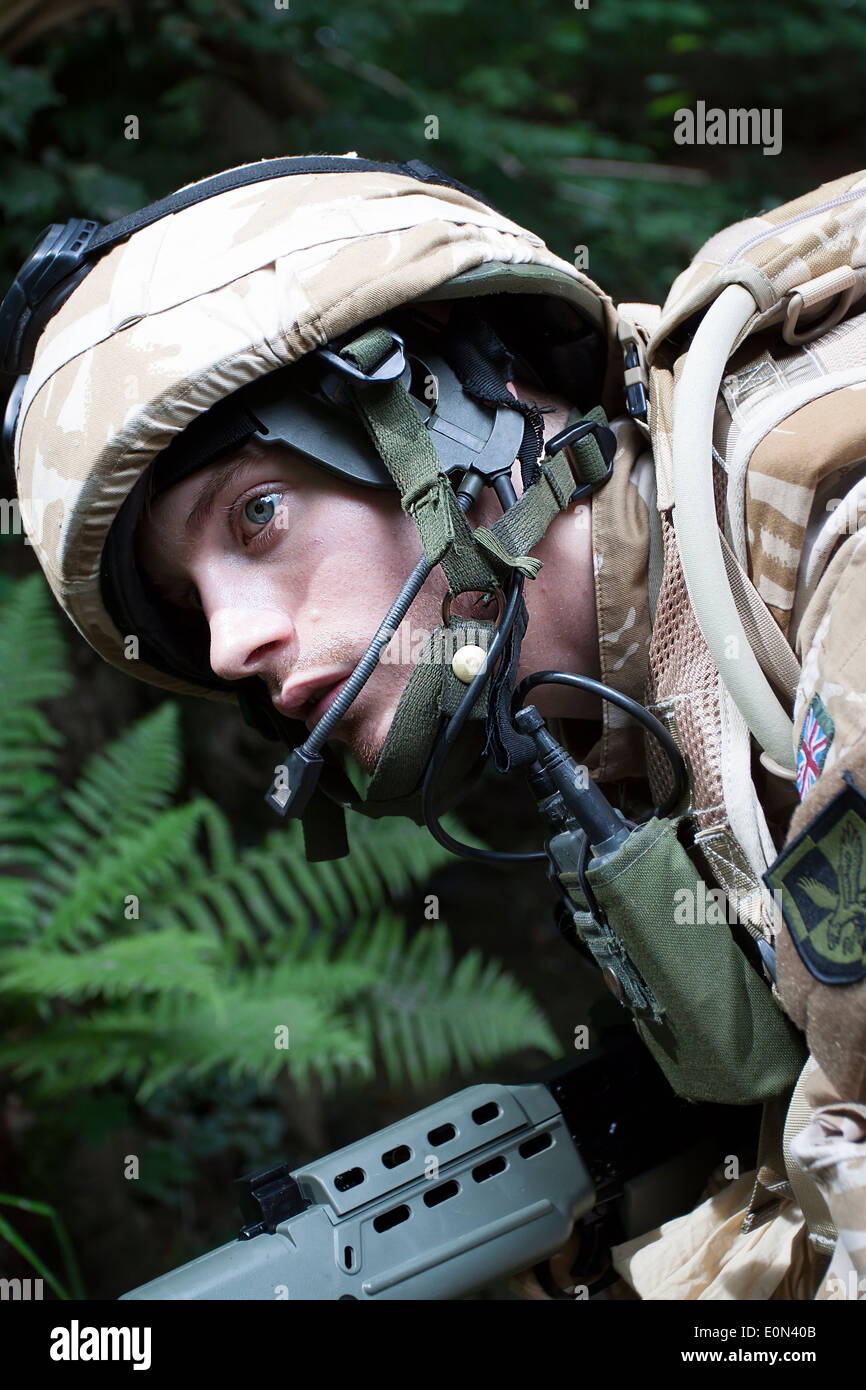Soldier in British Army uniform with rifle and full battle dress - Stock Image