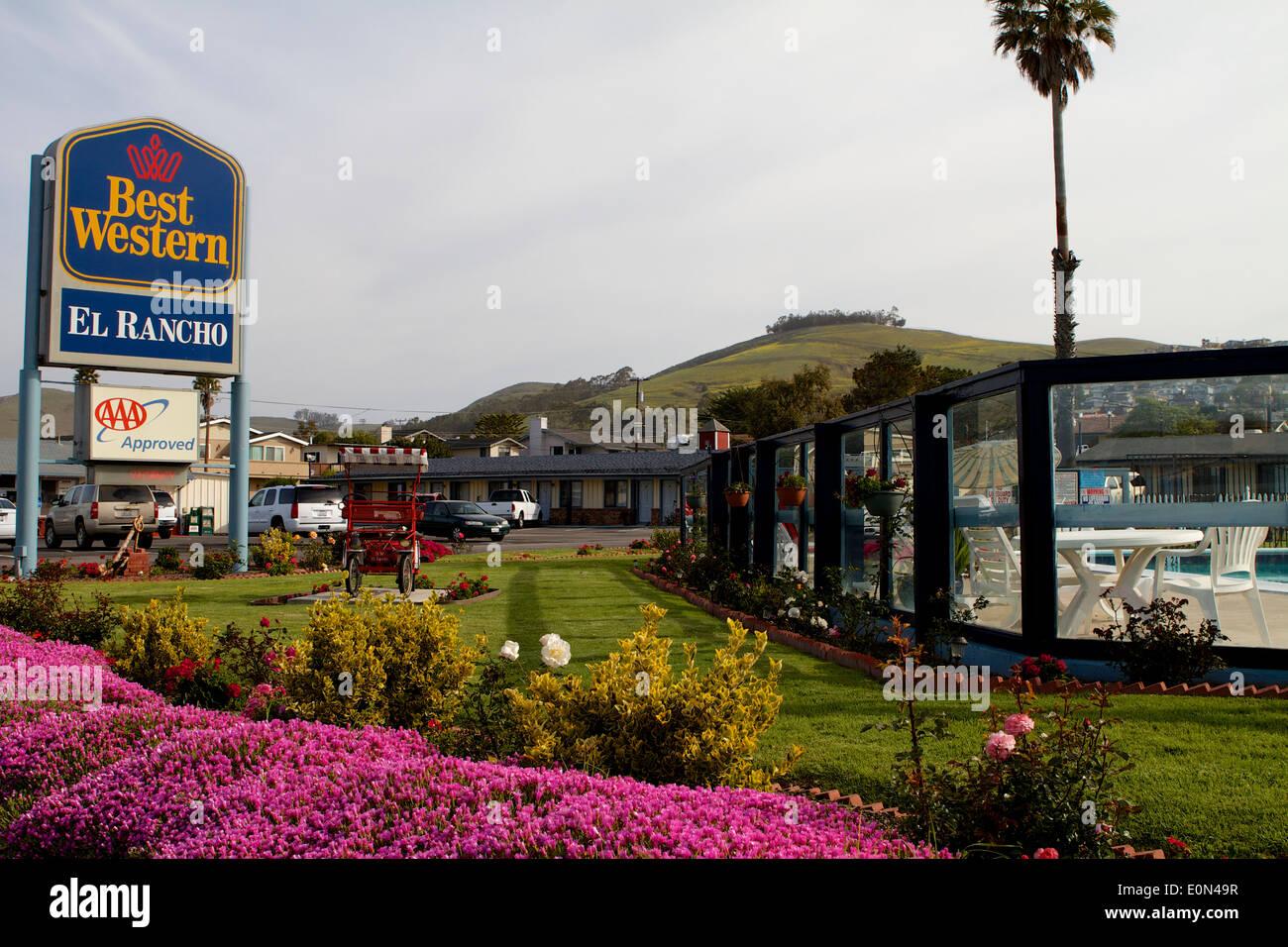 Outside the BEST WESTERN El Rancho motel Morro Bay: San Luis Obispo ...