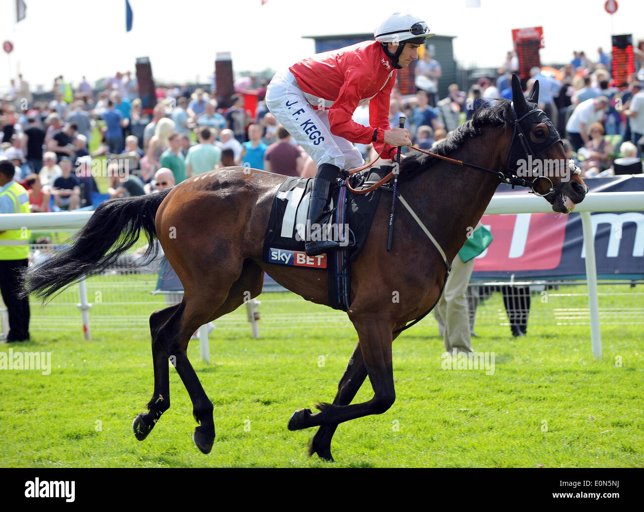 REPEATER RIDDEN BY DANIEL TUDHOPE YORK RACECOURSE YORK ENGLAND 16 May 2014 - Stock Image
