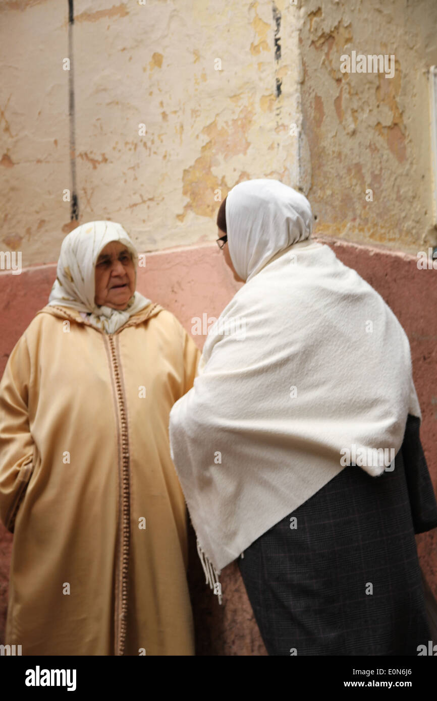 Old women wearing traditional dress in Chefchaouen Morocco - Stock Image