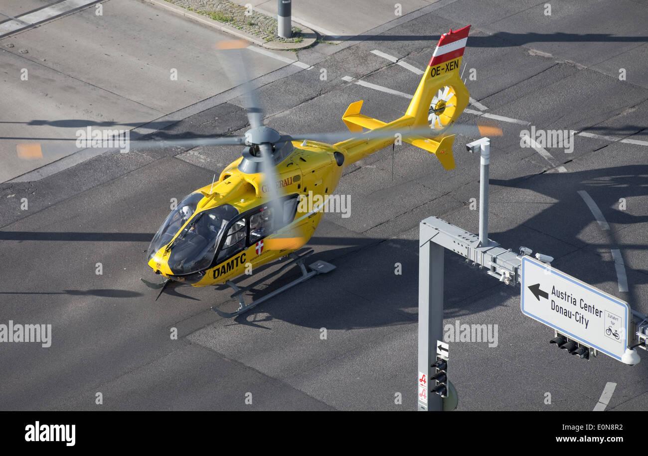 ÖAMTC Rettungshubschrauber im Einsatz - ÖAMTC rescue helicopter Stock Photo