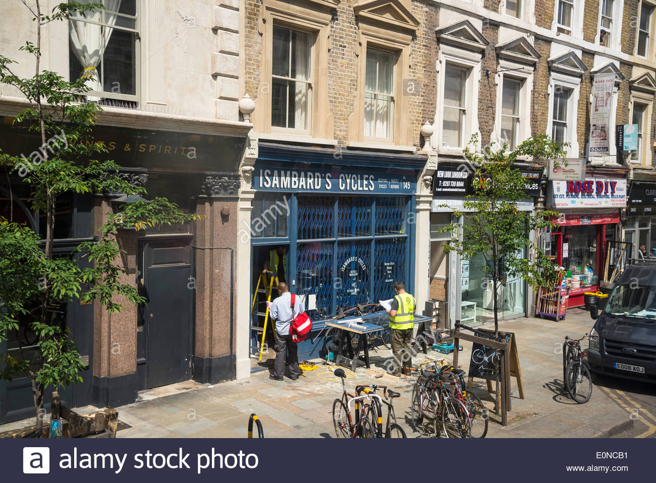 Street scene, Bethnal Green Road, Shoreditch, East London, UK - Stock Image