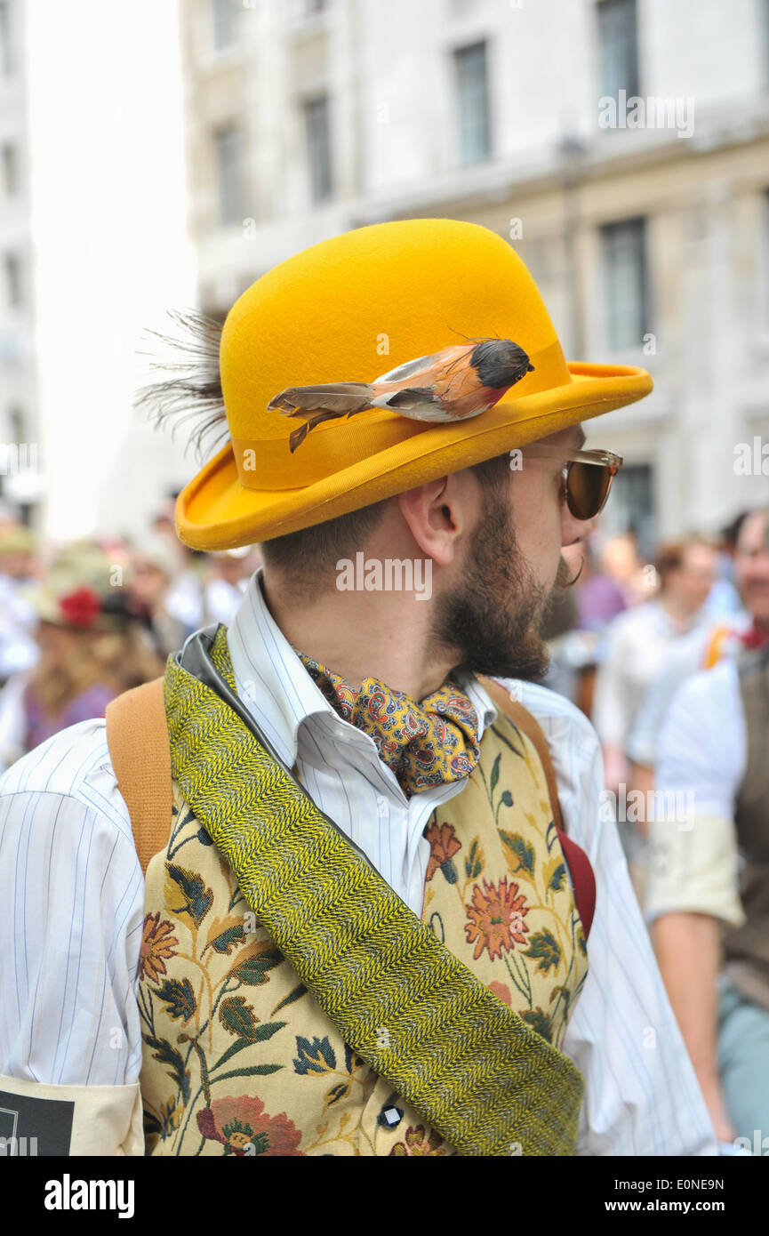 A man wearing a yellow bowler hat at the Tweed Run bicycle ride in London.  Credit  Matthew Chattle Alamy Live News 951ff675687