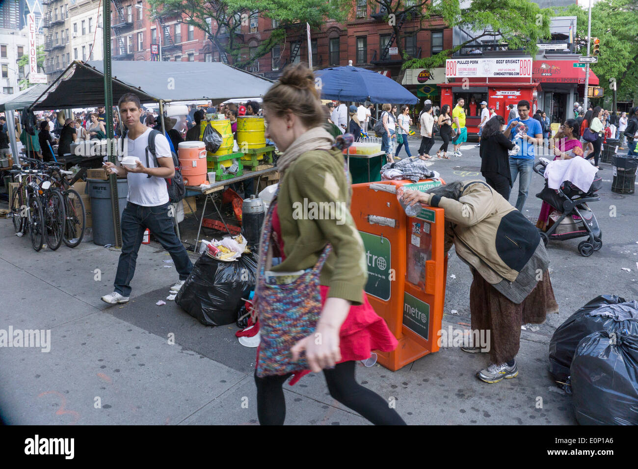 Hells Kitchen, New York City, Saturday, May 17 2014, USA: sidewalk scene behind the booths on opening day of 2 day weekend 9th Avenue International Food Festival. Inaugurated in 1973, the festival extends from 57th to 42nd street along Ninth Avenue in New York's Hells Kitchen neighborhood. Credit:  Dorothy Alexander/Alamy Live News - Stock Image