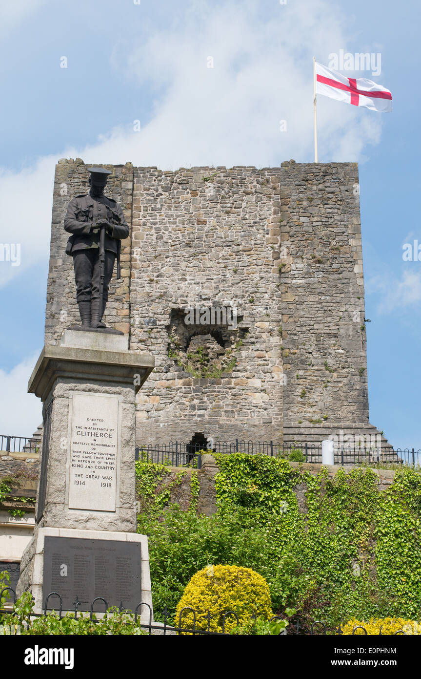 First world war memorial and castle Clitheroe, Lancashire, England, UK - Stock Image