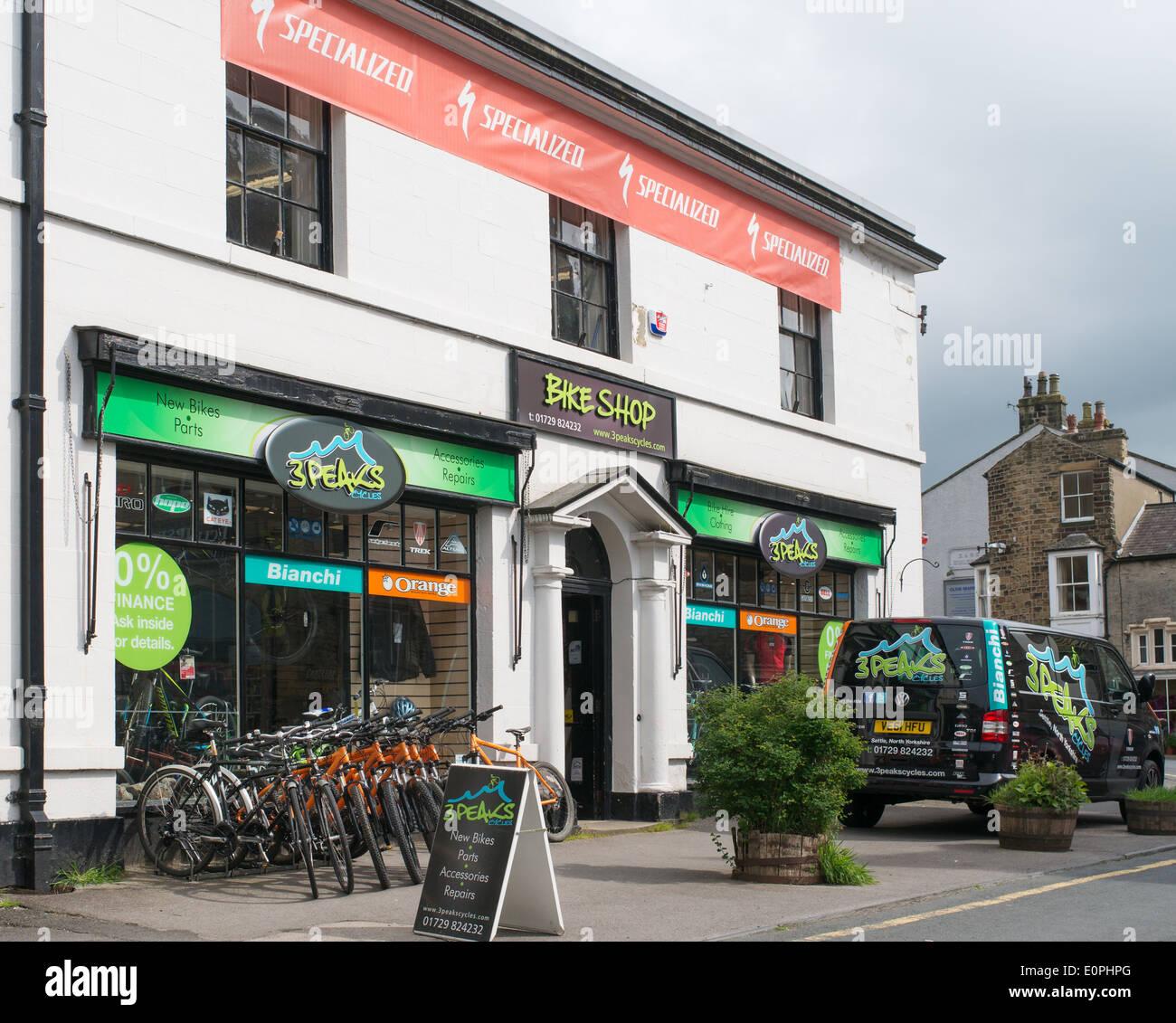 3 Peaks Bike Shop Settle, north Yorkshire, England, UK Stock Photo