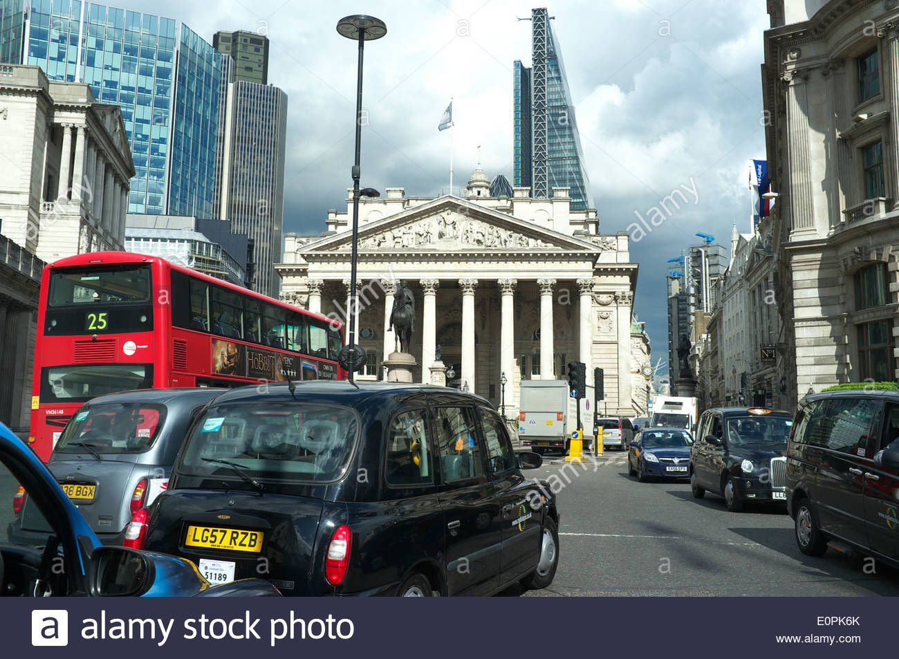 Traffic congestion in front of The Royal Exchange (in between Threadneedle & Cornhill streets), in London, UK. - Stock Image