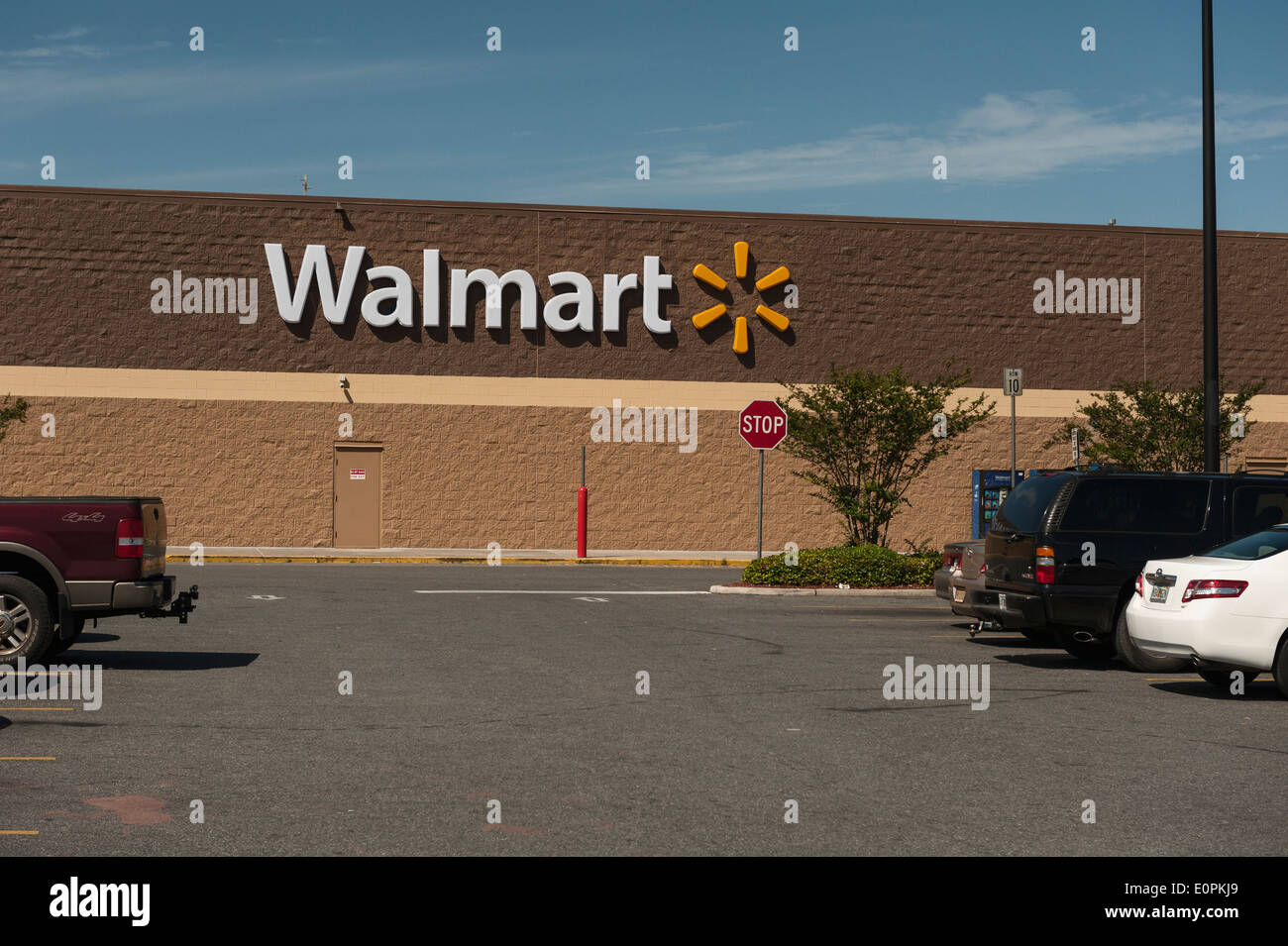 Wal Mart Store Parking Lot In Stock Photos & Wal Mart Store Parking ...