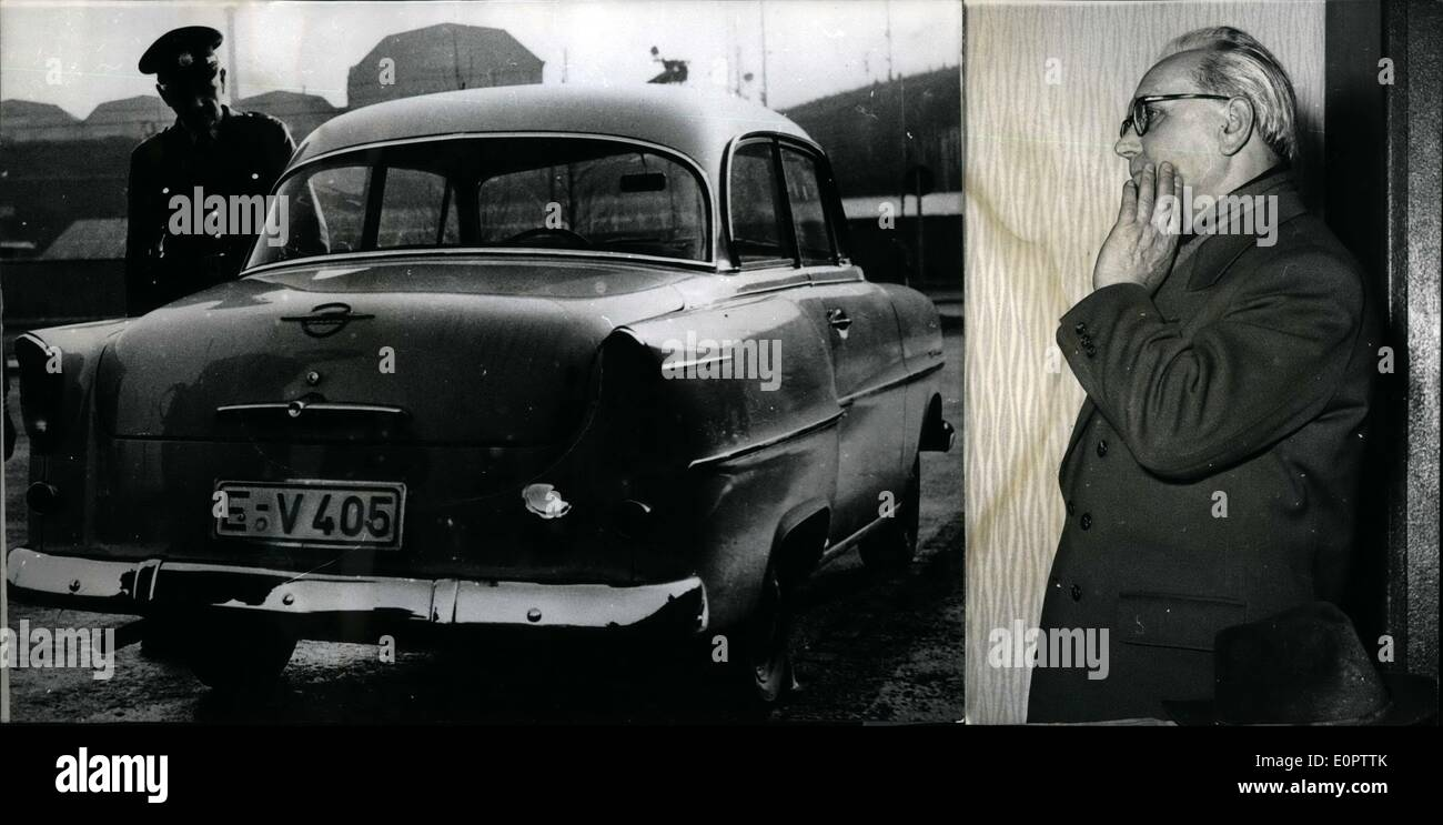 Jan. 01, 1957 - 105,000 DM captured: two unknown robbers yesterday 28-1-1957 during a holdup at Essen. They hold up the car fo - Stock Image
