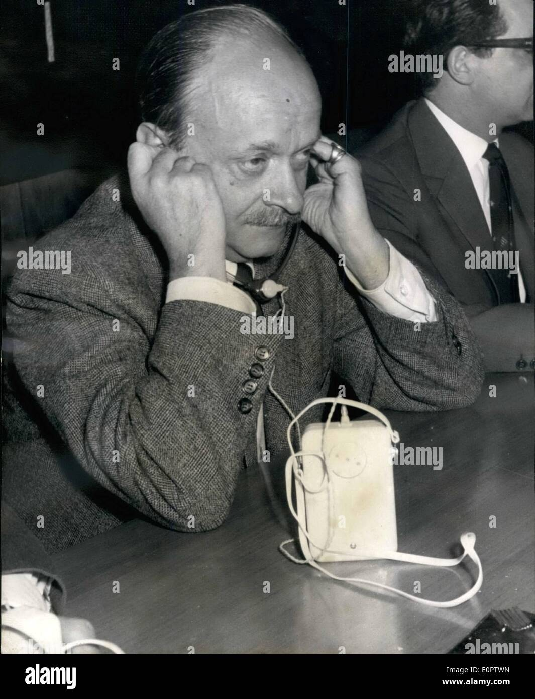 Jan. 01, 1957 - New gag of the NATO-Conference at Bonn. Bundes-pressechef FELIX von ECKHARDT are demonstrating the new equipement. - Stock Image