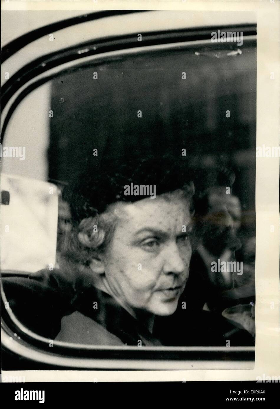 Jun. 01, 1957 - 1-6-57 Funeral of murdered Polish Countess. Her niece attends. The funeral took place this morning Stock Photo