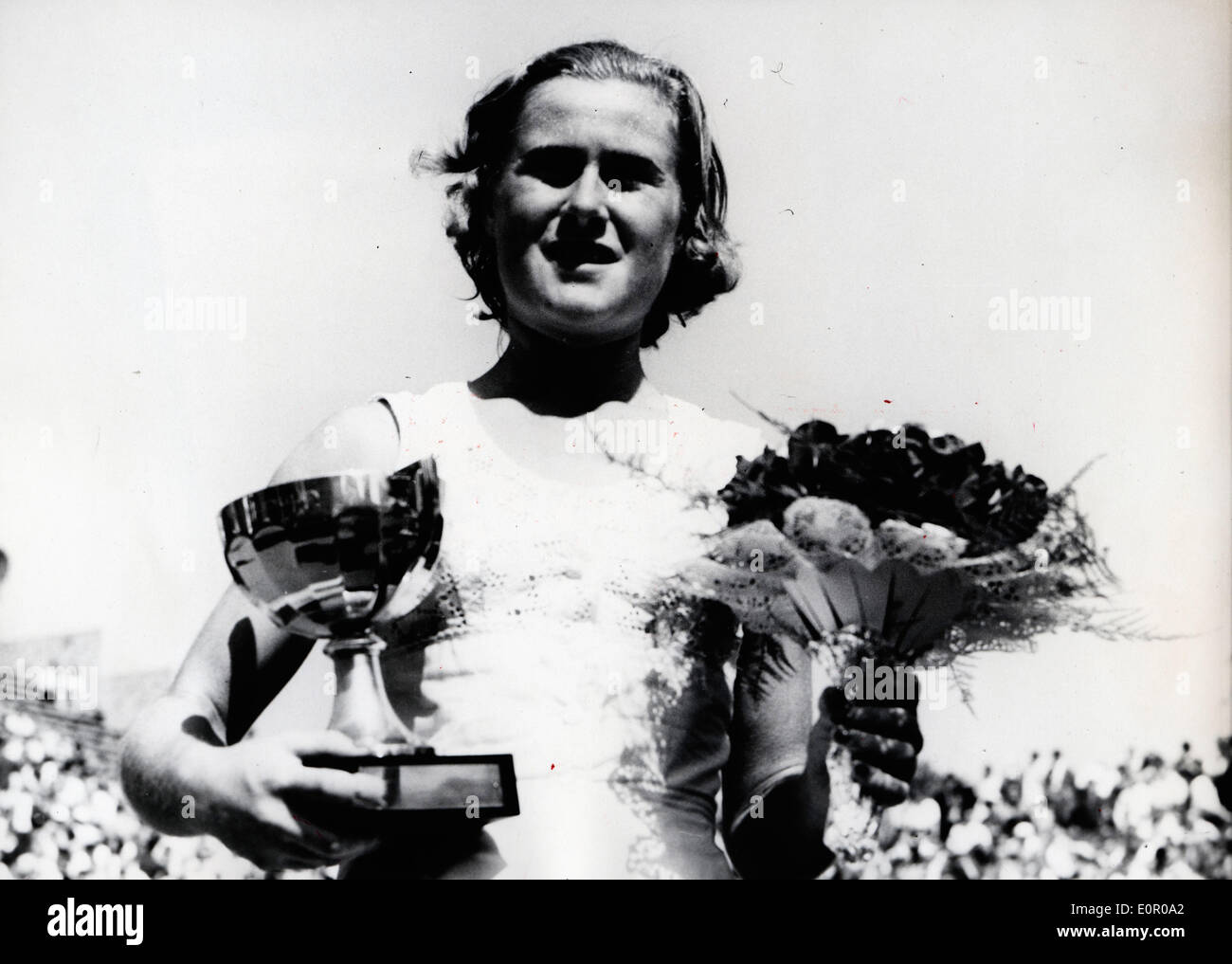 Shirley Bloomer wins her tennis match at Roland Garros - Stock Image