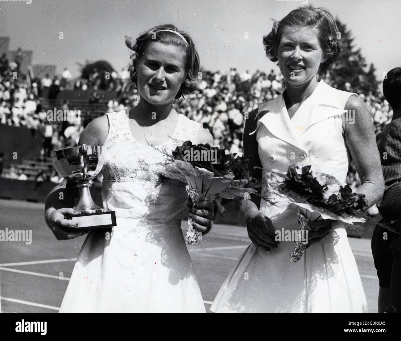Tennis champ Shirley Bloomer beats Dorothy Knode - Stock Image