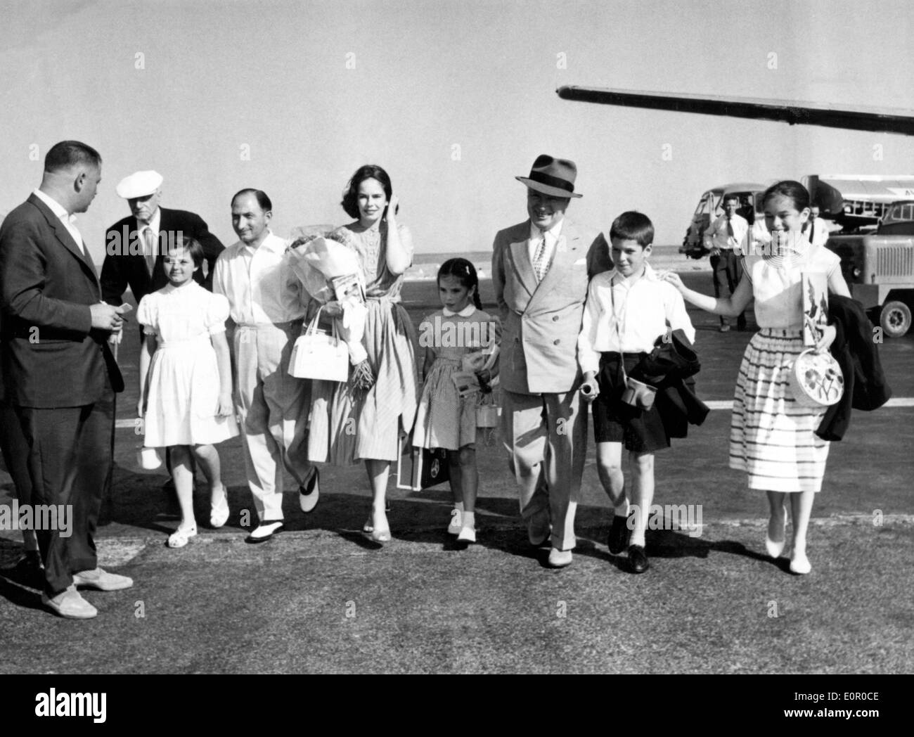 Actor Charlie Chaplin and his family arriving in Paris - Stock Image