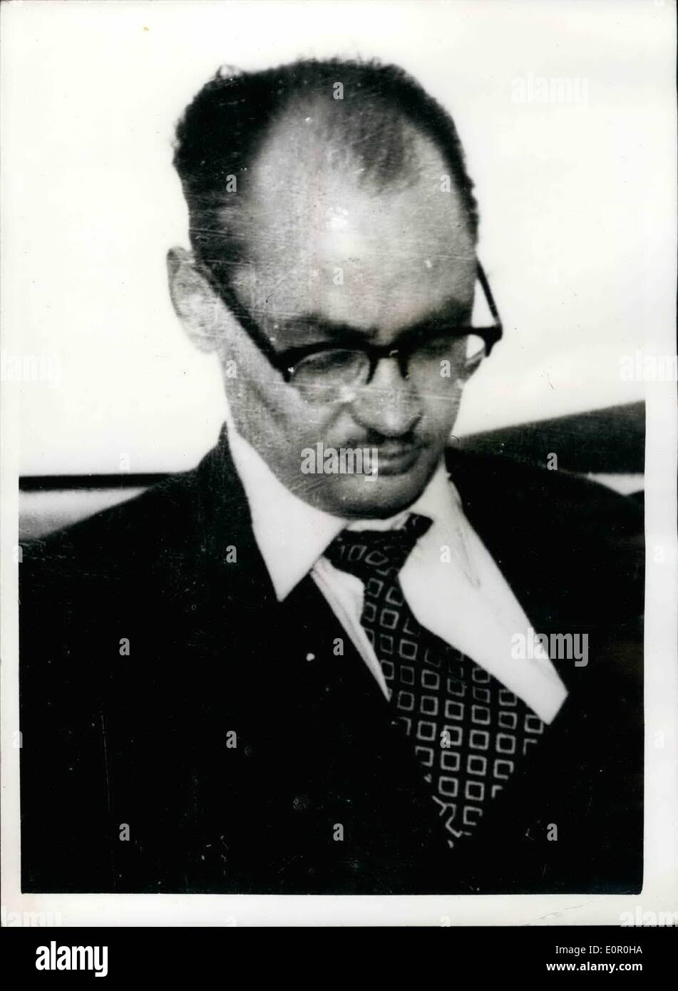 Jun. 06, 1957 - Alfred George Hinds makes escape from the law courts ans is recaptured at Bristol.: Alfred George Hinds made a dramatic escape from his escort at the London Law Courts this morning. He and an accomplice locked two warders in a lavatory and ran out into the street. It was announced that he was caught later this afternoon at Lulsgate aerodrome on the outskirts of Bristol - as he was about to board an aircraft for Dublin - Stock Image