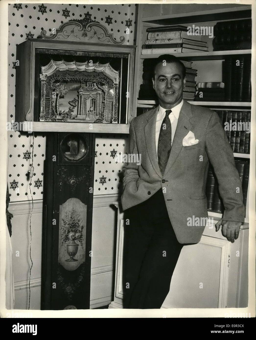 Jan. 01, 1958 - Theatrical designer receive the O.B.E. in the New Year's honours list.: Oliver Messel, the theatrical Stock Photo