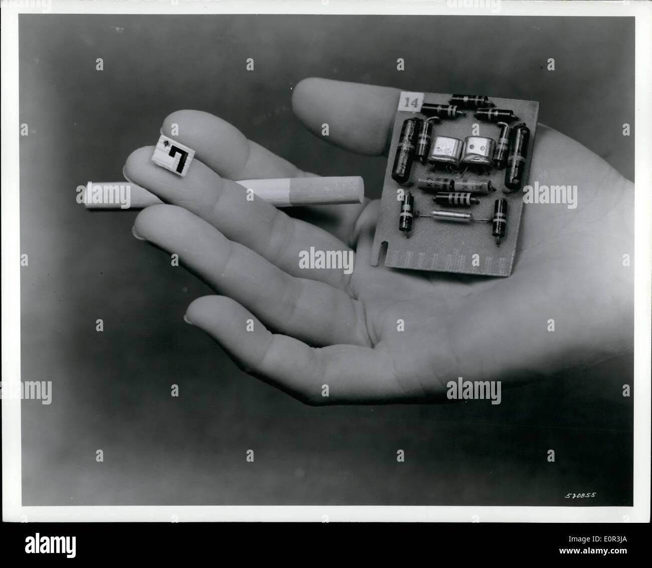 Nov. 11, 1957 - Printed Circuit Transistors, To Reduce Size of ''Electric Brains'' are announced by Department of the Army: Printed circuit transistors, developed by US Army research scientist Dr. J W Lathrop, will greatly reduced the size of many items of military army equipment including the electronic brain of guided missiles aircraft, Department of Army announced today. Use of the printed circuit method produces a transistor about 1/20th of an inch wide and 1/100th of an inch high and provides increased reliability and resistance to shock or vibration - Stock Image