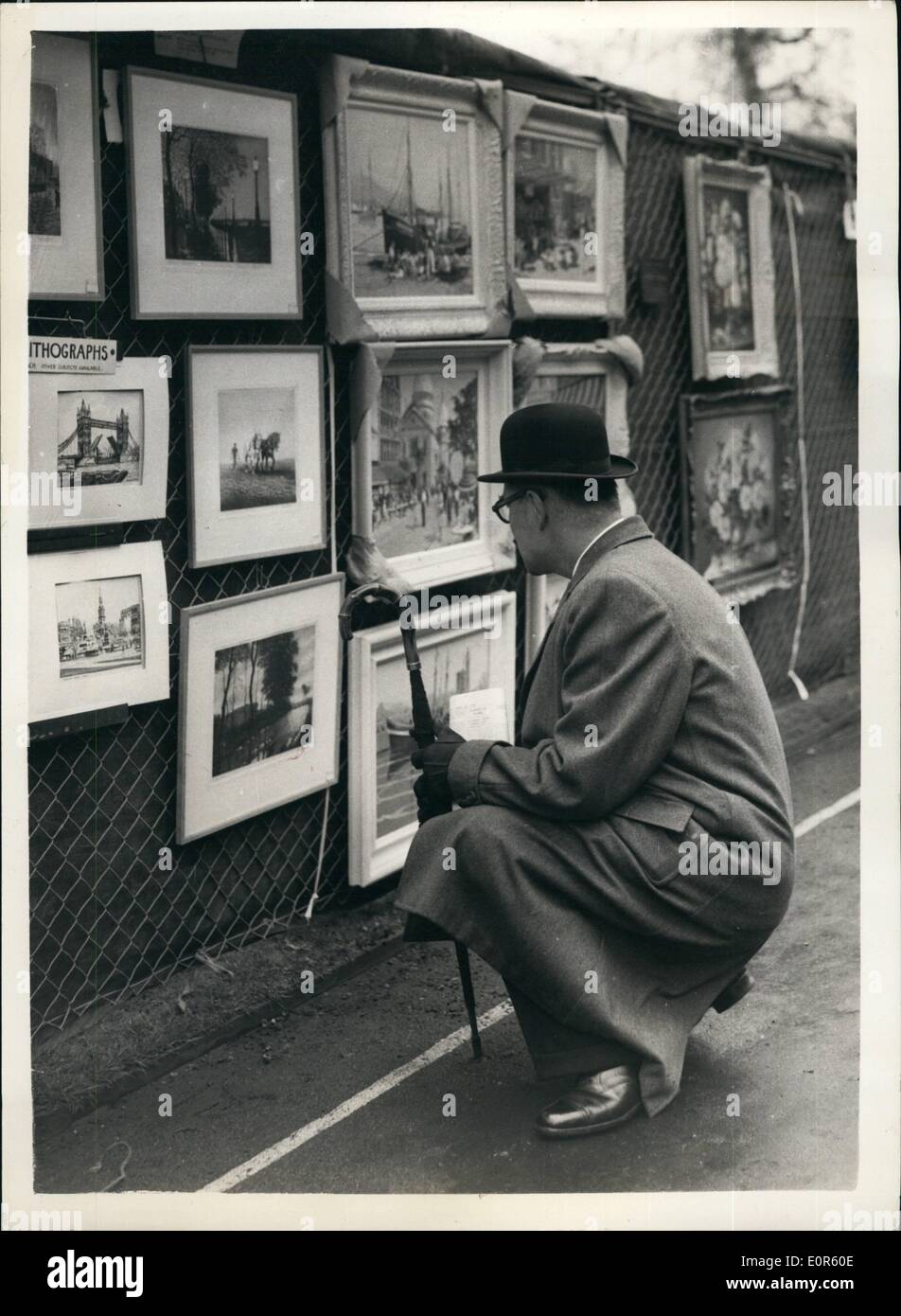 Apr. 04, 1958 - The 11th London County Council's Open-Air Art Show At Victoria Embankment: About 1,000 pictures will be on show - Stock Image
