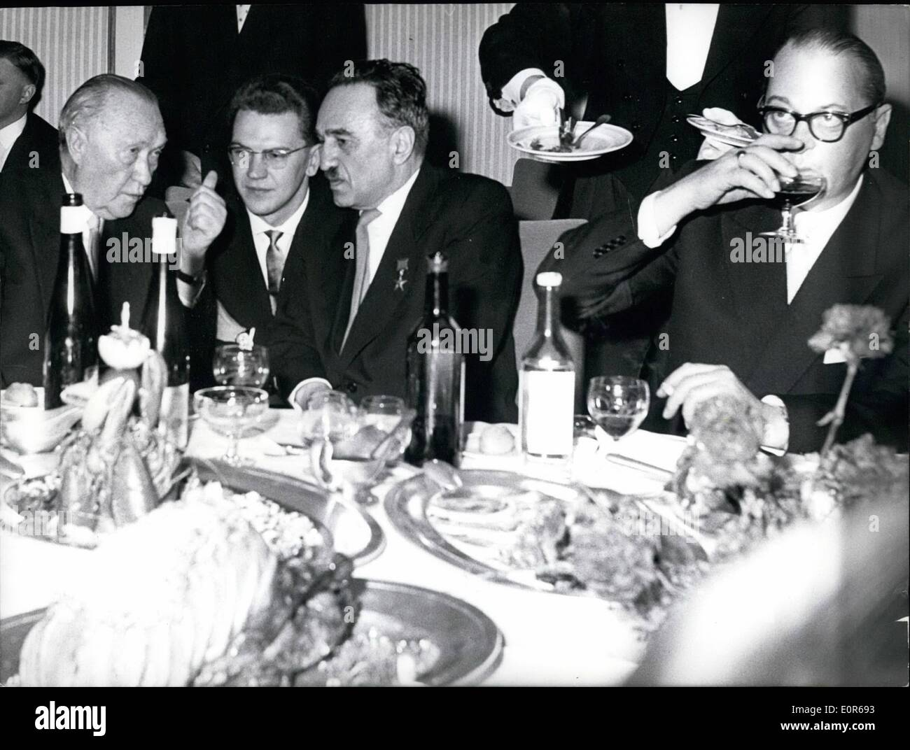 Apr. 04, 1958 - Soviet ambassador andraj Smiron gave a reception for 800 guests occasionally the German - soviet economy contract in the hotel ''konigshof'' in Bonn. photo shows f.l.t.r. Bhancellor Dr. Adenauer, an interpreter, vice - president Mikojan and foreign minister Heinrich Von Brentano on the table. - Stock Image
