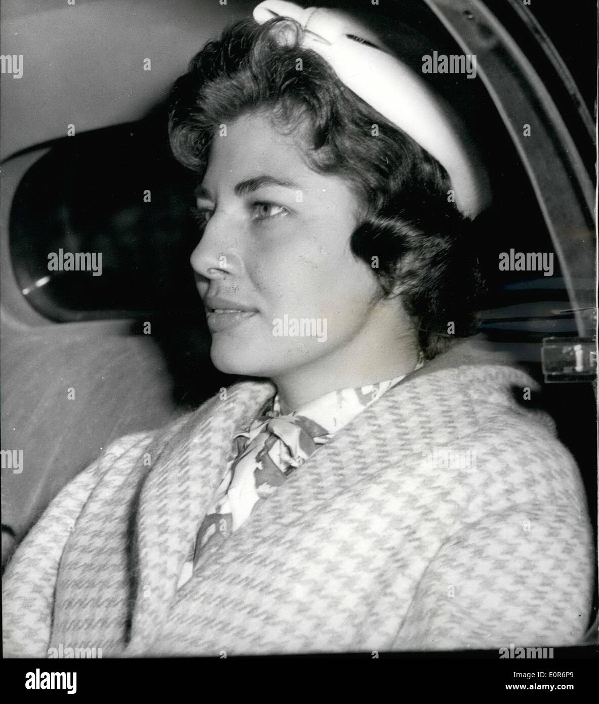 Jun. 06, 1958 - Ex Queen Soraya of Persia arrives in London; Traveling as Mrs. Soraya Esfardiary - Bakhtiary, Ex Queen Soraya of Persia arrived in London this morning on the s.s. Queen ELizabeth boat train. She traveled from New York and is expected to fly to Germany almost immediately. She intends to keep her future plans secret. Photo Shows Ex-Queen in her car when she left Waterloo Station this morning. - Stock Image