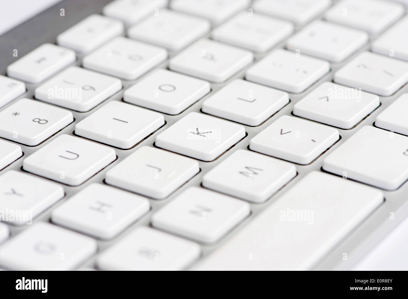 Apple mac white Keyboard focused on the letter K - Stock Image