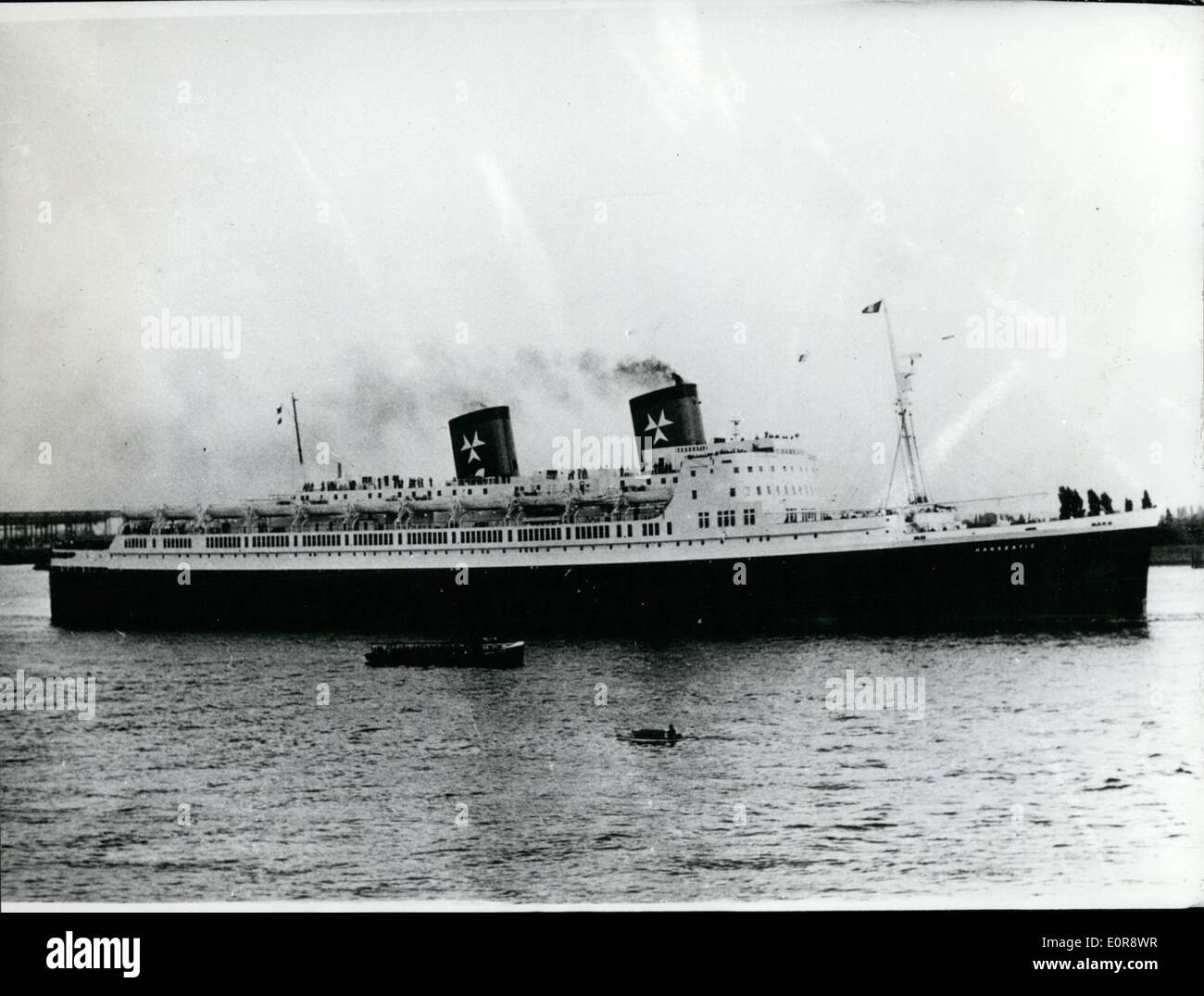 Jul. 07, 1958 - Virgin-drive of the new liner ''Hanseatic'': On Sunday 20.7.58 started the liner ''Hanseatic'' (30 000 tons) from the Hamburg harbour to its virgin-drive to New-York. On board of the new liner the lord major of Hamburg, Max Brauer, left the German city. - Stock Image