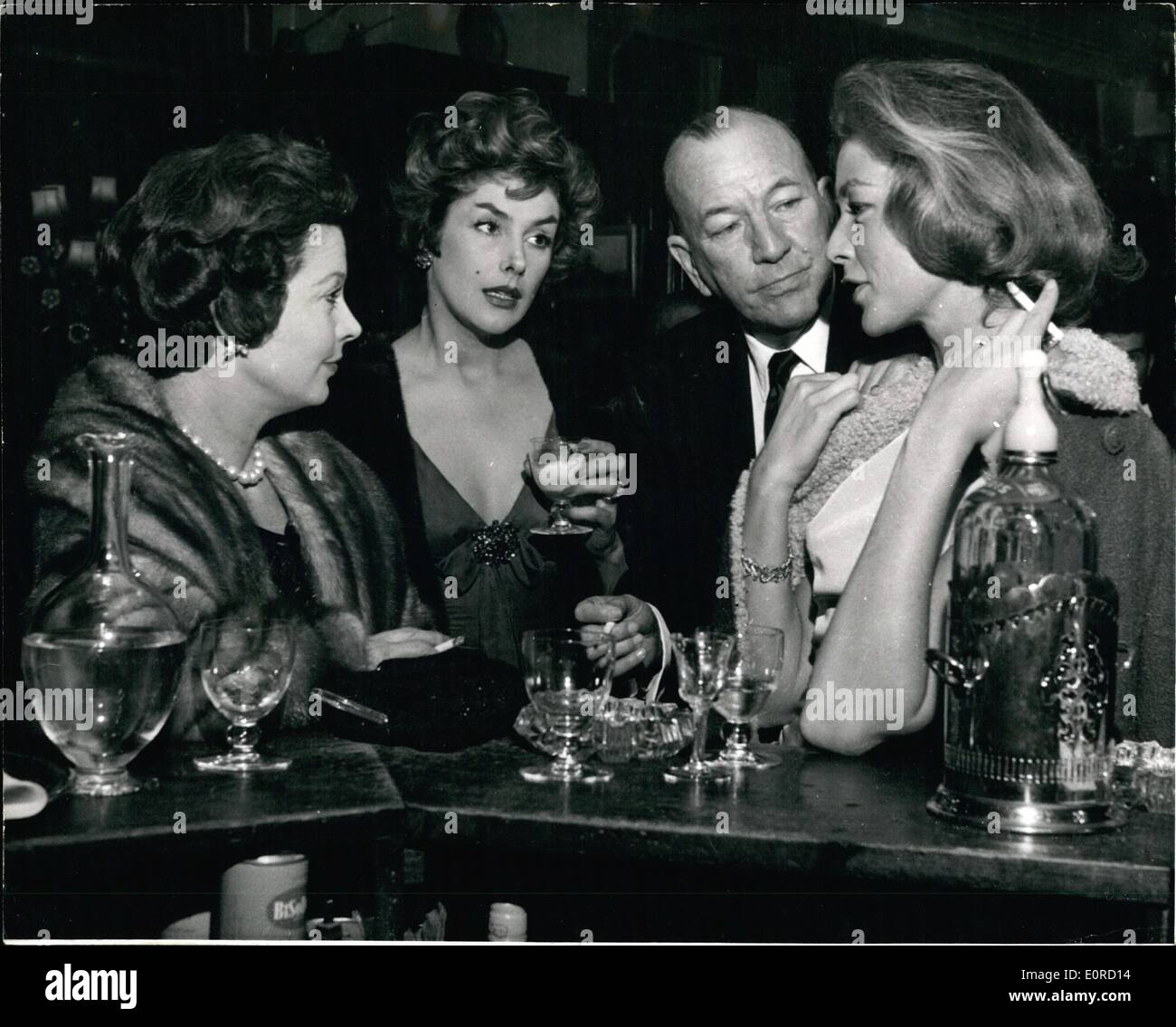 Jan. 29, 1959 - 29.1.59 The lucky squire of London town Noel Coward escorts three fascinating women. Mr. Noel Coward was surely the luckiest man in London last night, when, beaming like a benevolent sultan he escorted three of the world's most fascinating women, Kay Kendall, Vivian Leigh and Lauren Bacall, to the St. Martin's Theatre. They went to see The Grass is Greener starring their mutual friend, Celia Johnson. The party had been laid on by Vivian Leigh - Stock Image