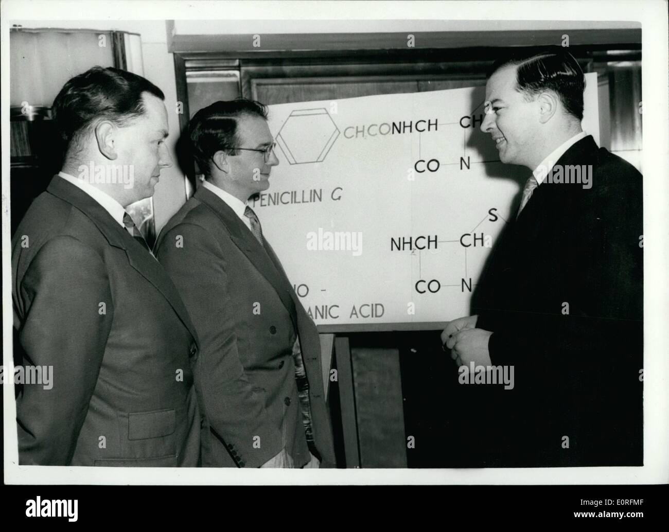 Jun. 06, 1959 - British Research Workers Discover New Type of Penicillin Substance - Members of the Beecham Research Laboratories Research Team - were to be seen at the Savoy Hotel this afternoon- when a statement was made on the substance which they have sicovered from which new types of pendillin can be produced that may overcome ''resistant'' germs and cause no ill effects in people normally sensitive to penicillin. It is said to be the most Importent ''Break through'' Since Fleming's discovery in 1929 - Stock Image