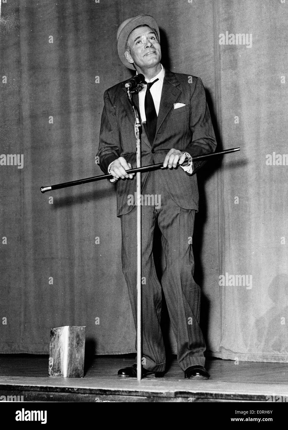Actor Laurence Olivier rehearses for Night of 100 Stars - Stock Image