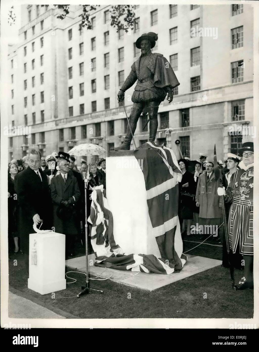 Oct. 10, 1959 - Sir Walter Raleigh Statue Unvelled. Ceremony Performed By U.S. Ambasaddor: Mr. John Hay Whitney the Unhited States Ambassador to London this morning unveiled the new Sir Walter Raleich Statue on the lawn in front of the new Air Ministry buildingt in Whitehall. The statue was sculptored by William McMillian R.A. and paid for by a number of City bodies, the Ends of the Earth Club and the English Speaking Union-and is to mark the 350th, anniversary of the first permanent British Colony at Jamestown, Virginia. Photo shows. Mr - Stock Image
