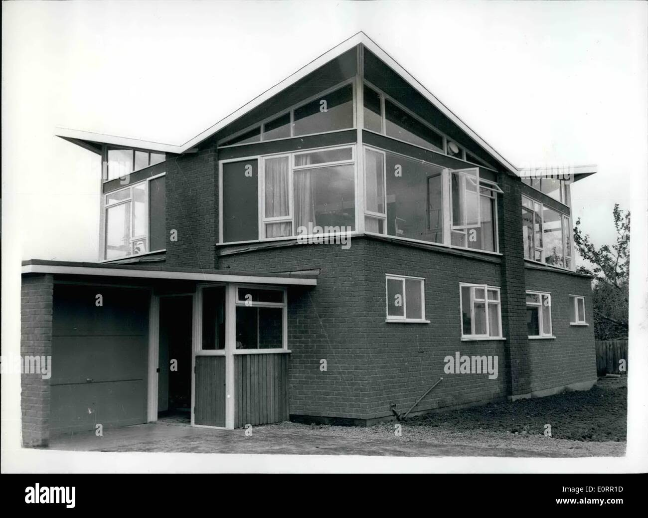 May 05, 1960 - Press preview of the new ''Package Deal'' homes. Exterior View: A press preview was held this afternoon at Gentebury of the new ''Package Deal'' homes - built by Jonmill Developments roofs - central heating throughout fitted furnishings - kitchen units etc. integral garages etc. The idea is for the purchaser to walk direct into the house - which is ready for occupation. The builders cope with everything - including arranging for the mortga etc. The Bedrooms are situated downstairs - Stock Image