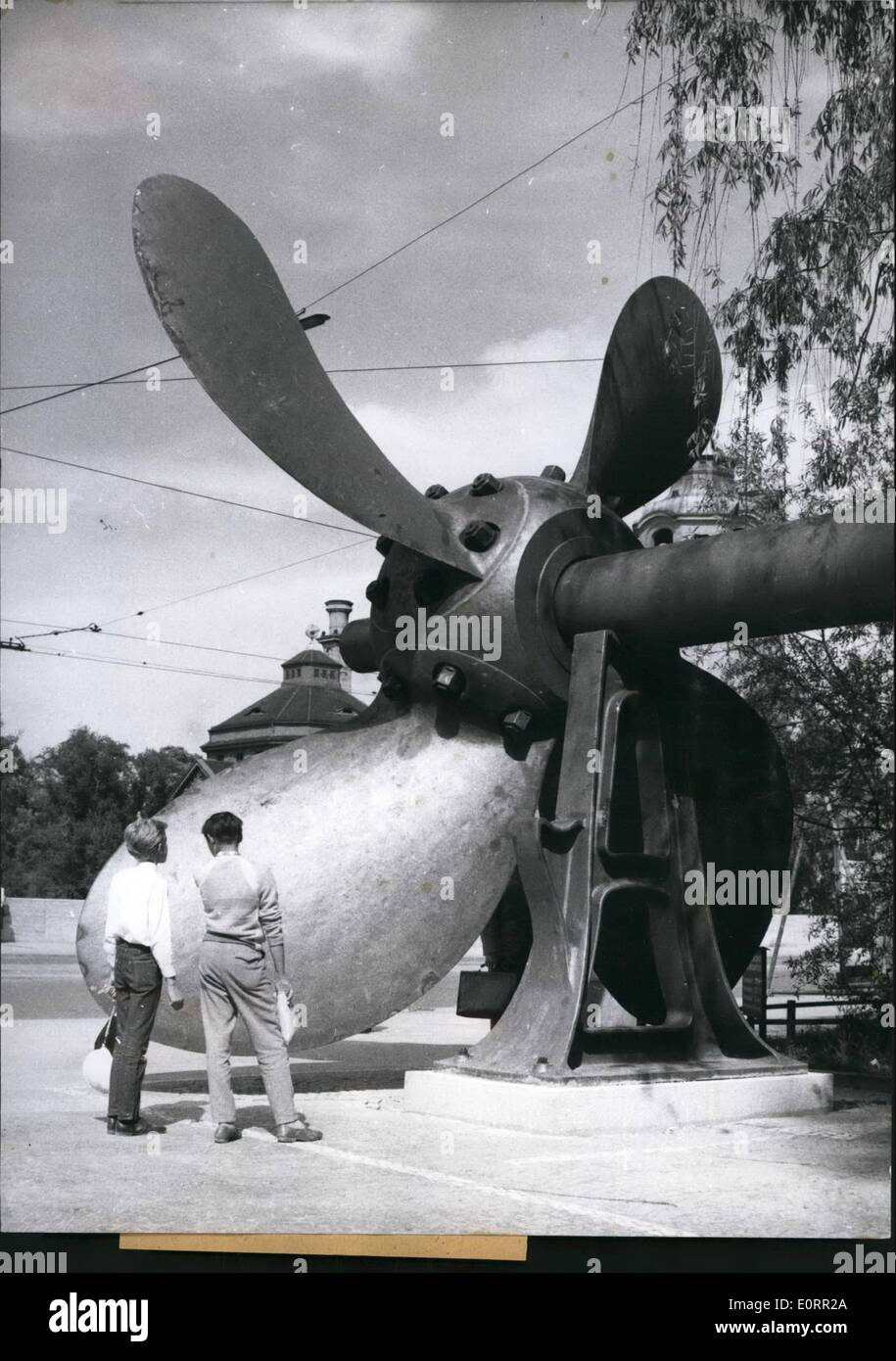 May 05, 1960 - Eve-catching is this ship screw which has been put up in front of the German Museum in Munich. It belongs to a 7000 ton ship built in 1890 which, driven by 120000 HP, crossed the oceans with a speed of 36 km/h. The screw has a diameter of 6,85 metres and weighs 42 tons. - Stock Image