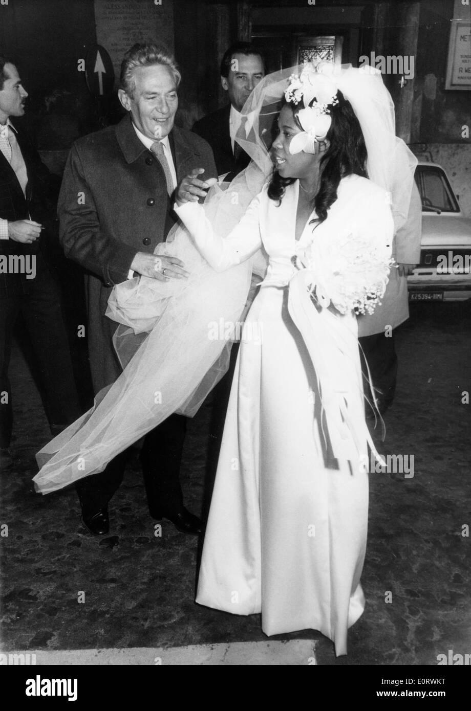 Actor Peter Finch marries Eletha Barrett - Stock Image