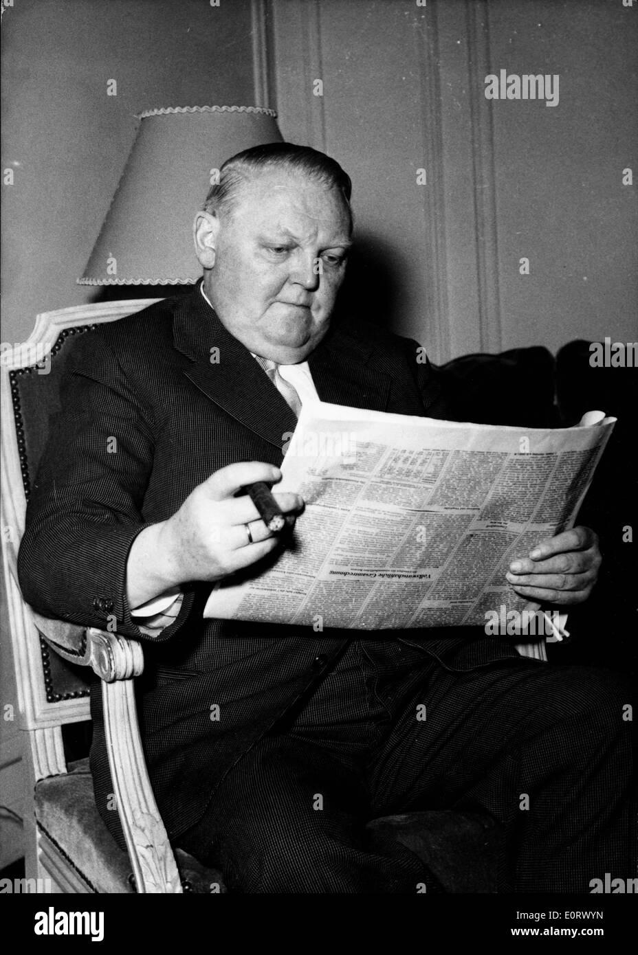 Ludwig Erhard reading the newspaper - Stock Image