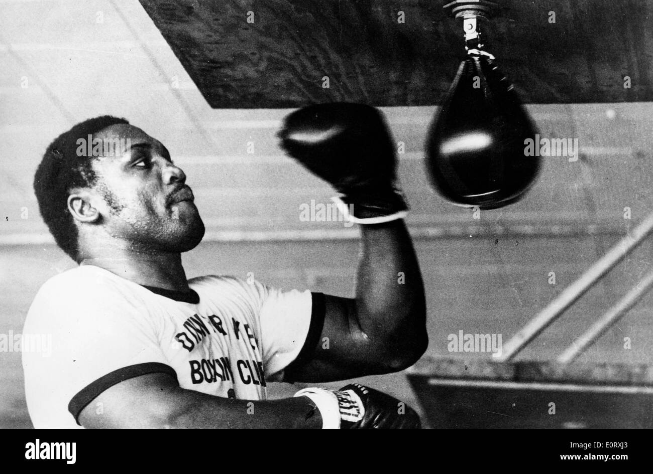 Boxer Smokin Joe Frazier working out with the punching bag - Stock Image