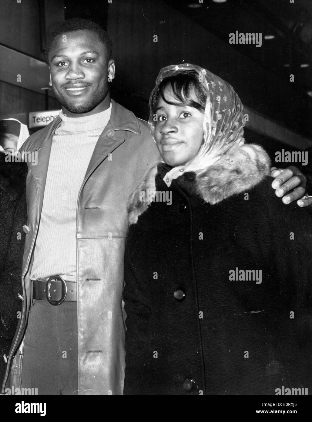 Boxer Smokin' Joe Frazier walking with wife Florence - Stock Image