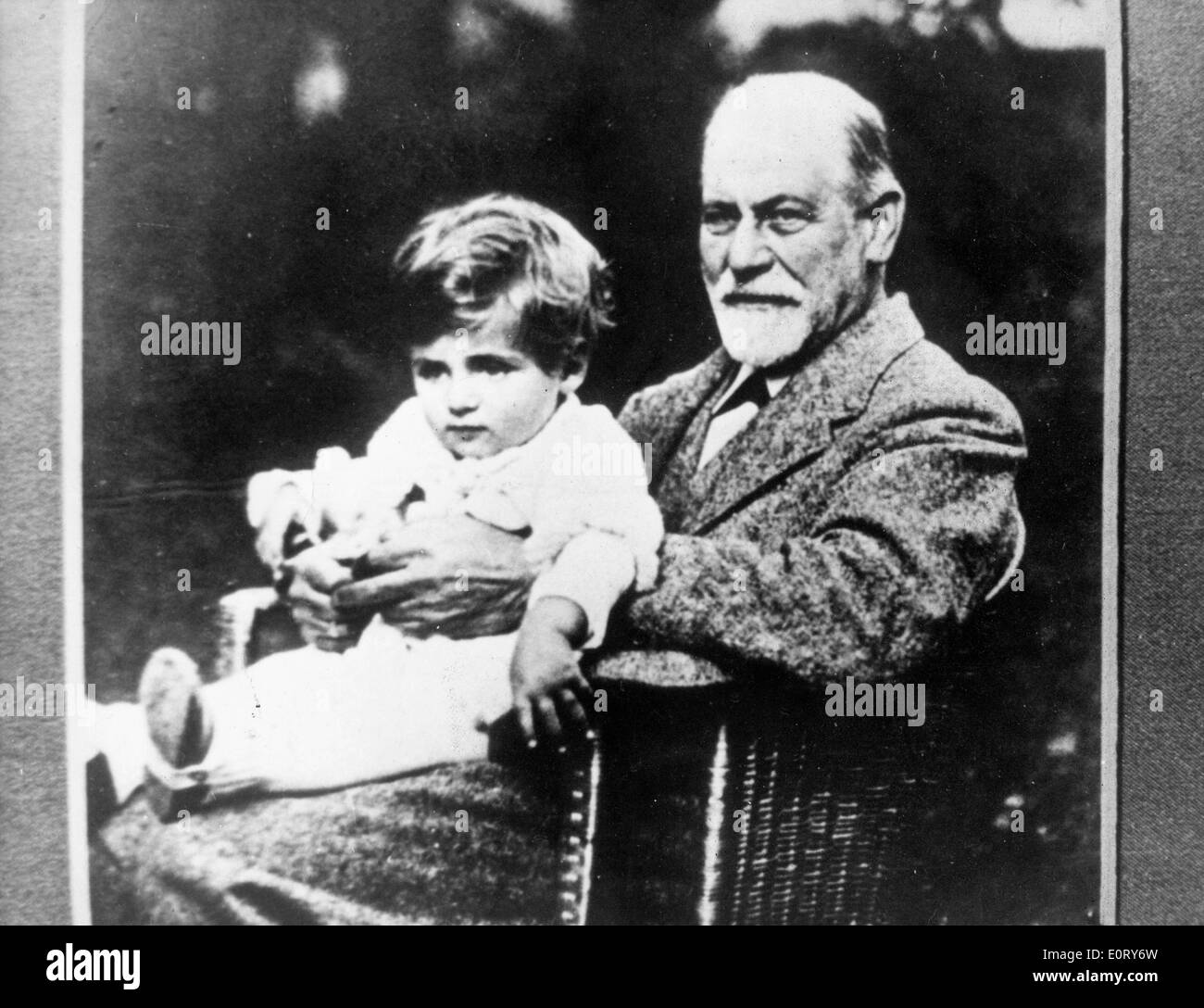 Portrait of neurologist Sigmund Freud with his child - Stock Image